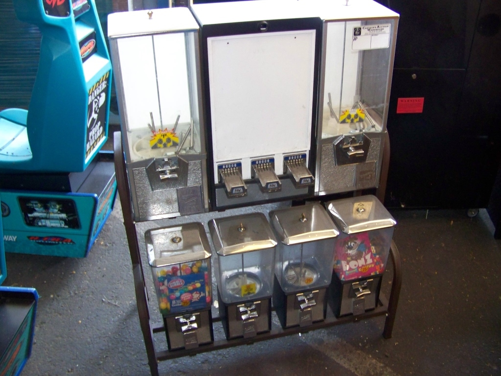 NORTHWESTERN COMBO BULK VENDING CANDY RACK