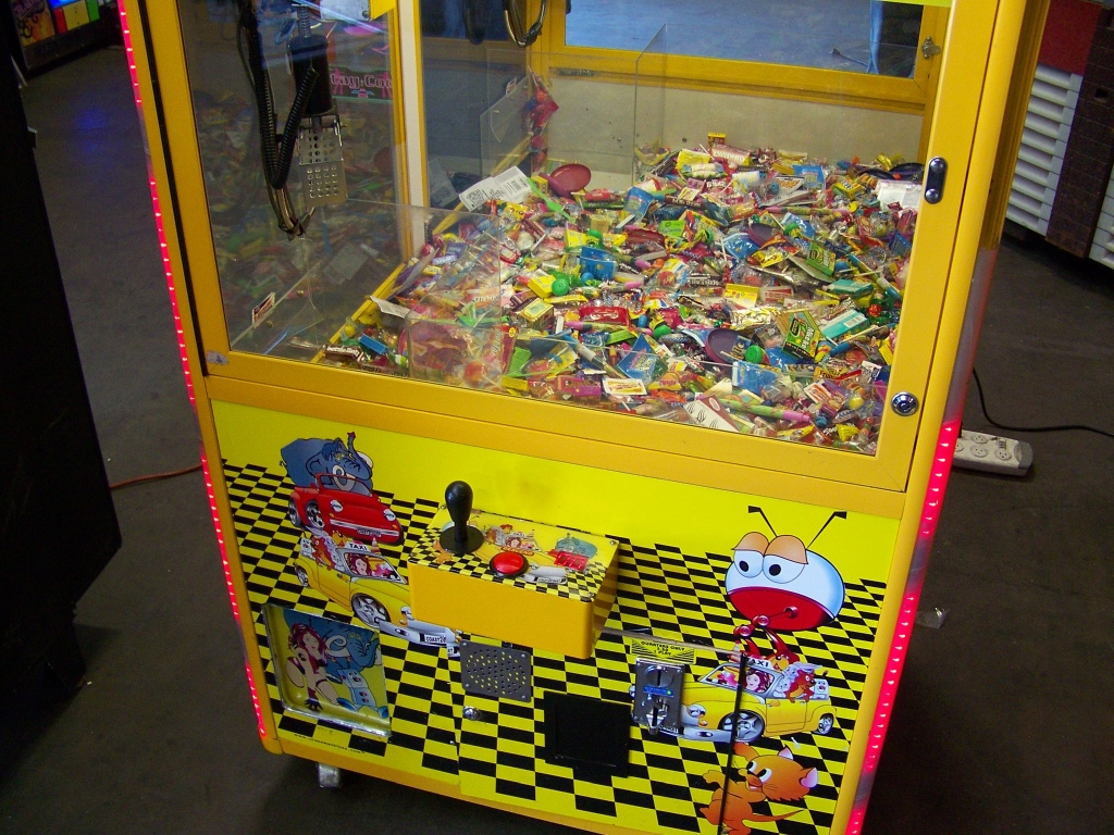"42"" TOY TAXI MINI SIZE CANDY CLAW CRANE MACHINE - Image 4 of 4"