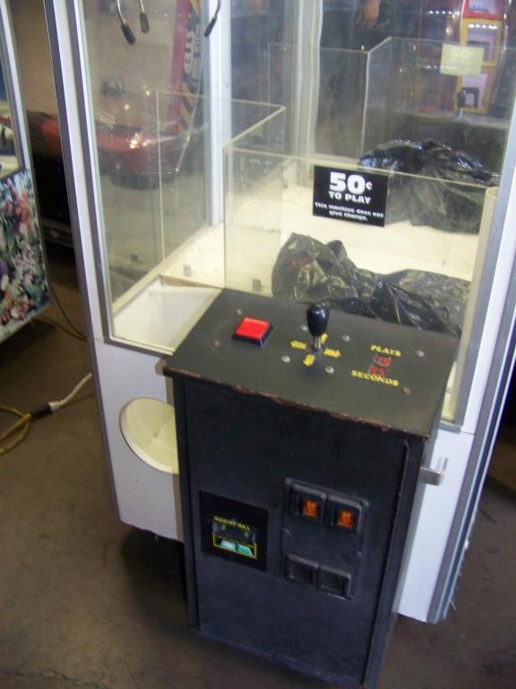 """Lot 61 - 30"""" BEAN BAG PLUSH CLAW CRANE MACHINE"""
