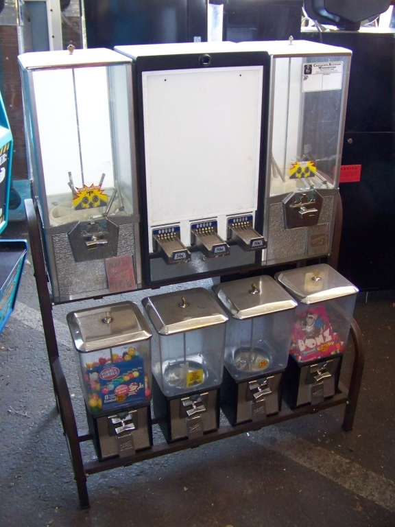 NORTHWESTERN COMBO BULK VENDING CANDY RACK - Image 2 of 2