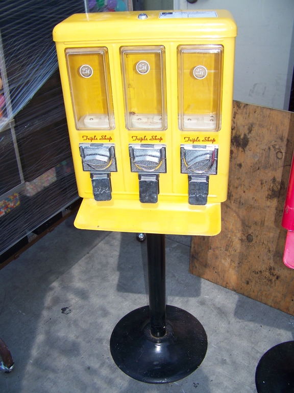 Lot 28 - TRI SELECT CANDY VENDOR STAND YELLOW