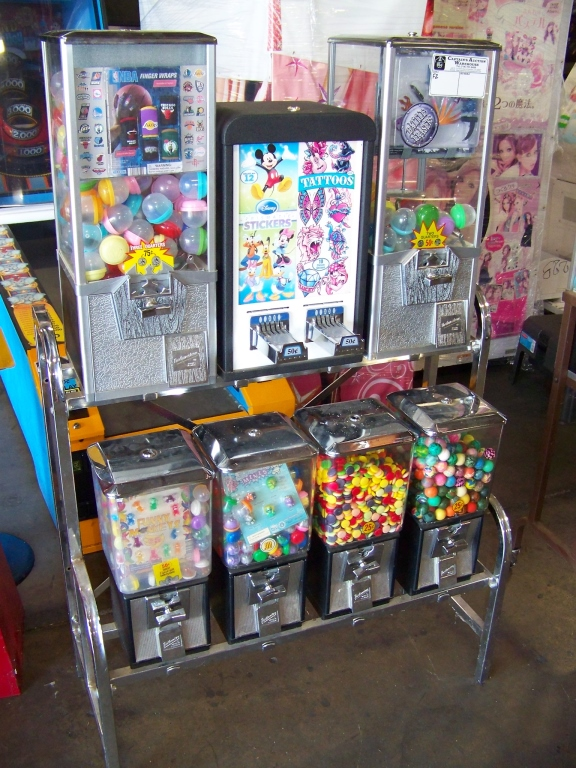 Lot 25 - NORTHWESTERN COMBO CANDY CAPSULE 2 STICKER RACK