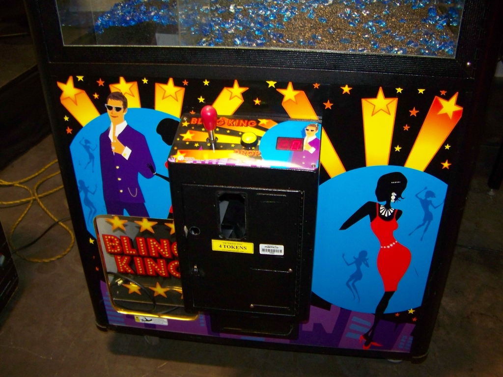"42"" BLING KING JEWELRY CLAW CRANE MACHINE COASTAL - Image 4 of 4"