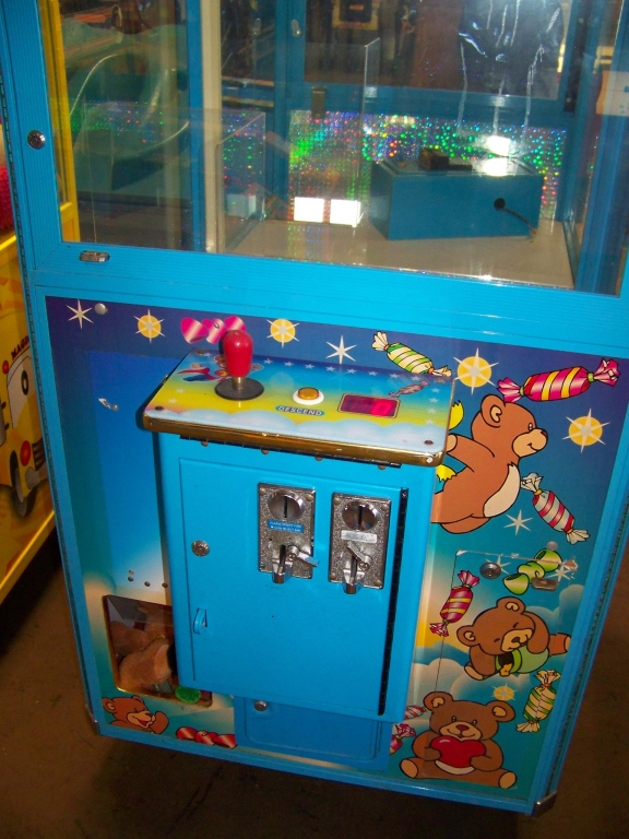 "30"" TOMMY BEAR PLUSH CLAW CRANE MACHINE - Image 4 of 4"