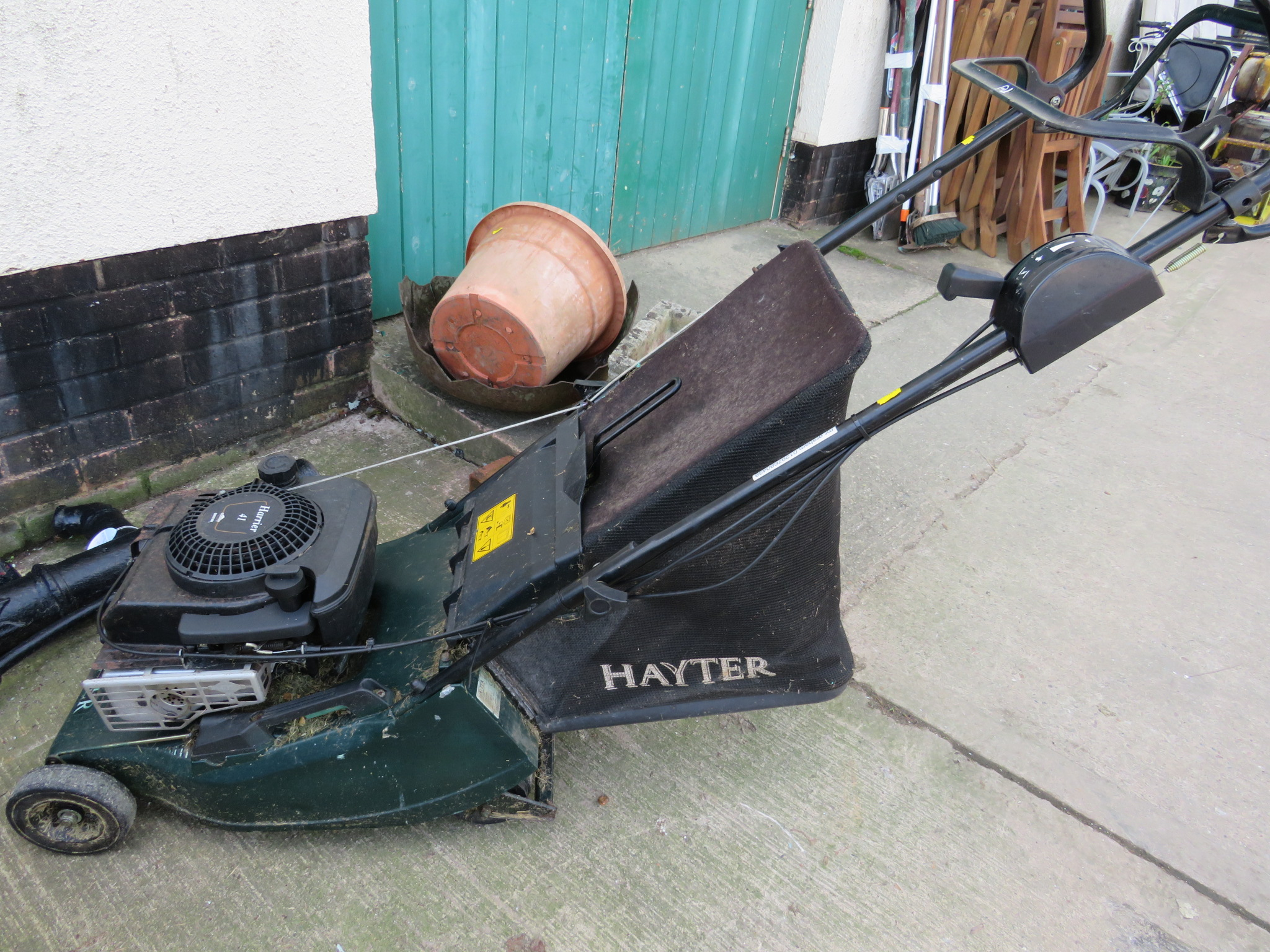 Lot 36 - HAYTER HARRIER 41 LAWNMOWER WITH BRIGGS AND STRATTON QUANTUM PETROL ENGINE
