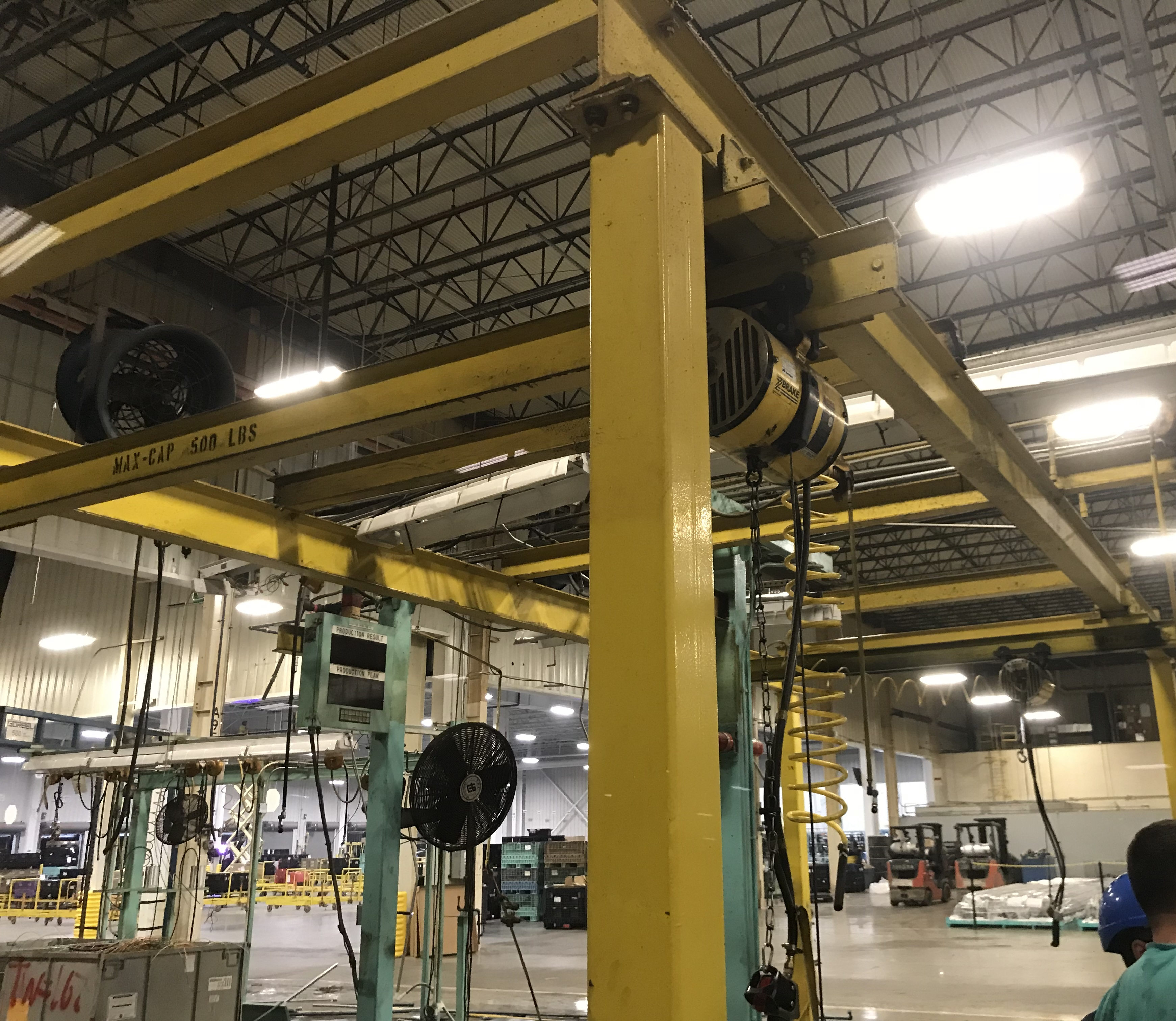 Lot 39 - 1000 lb Free Standing Bridge Crane w Hoists