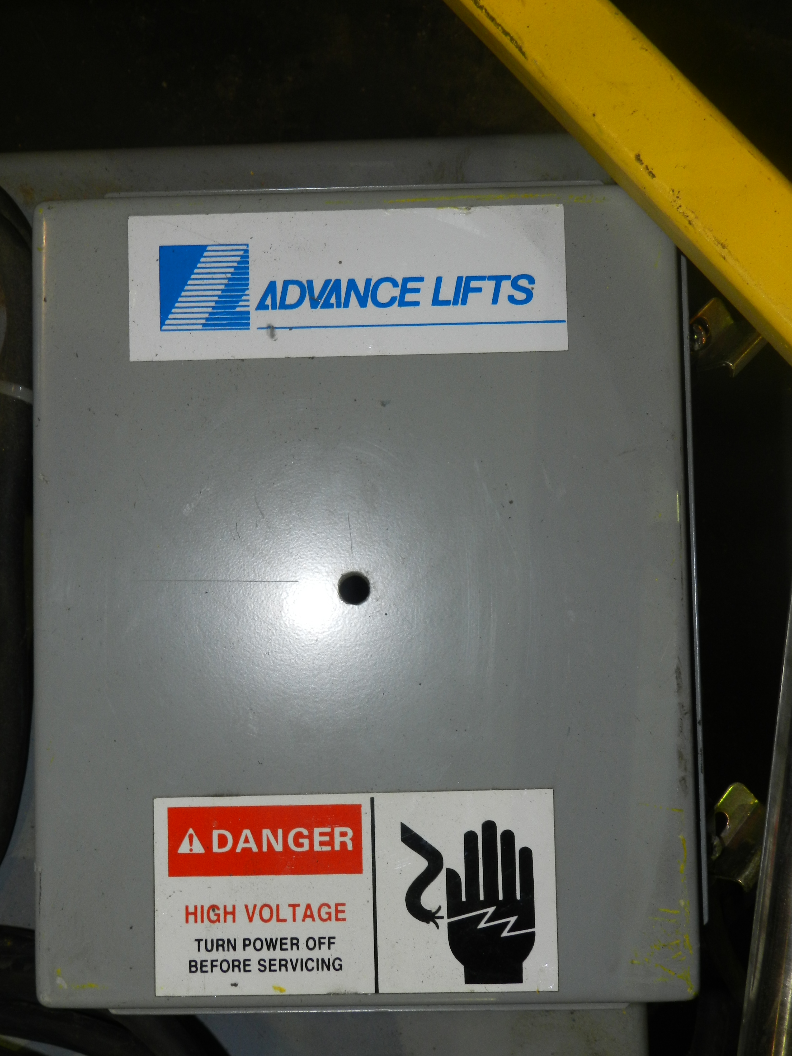 Lot 63 - American Lifts Electric Lift Platform