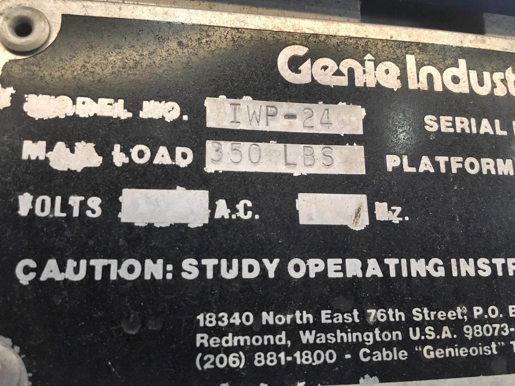 Lot 64 - Genie Aerial Work Platform / Scissor Lift Man Lift