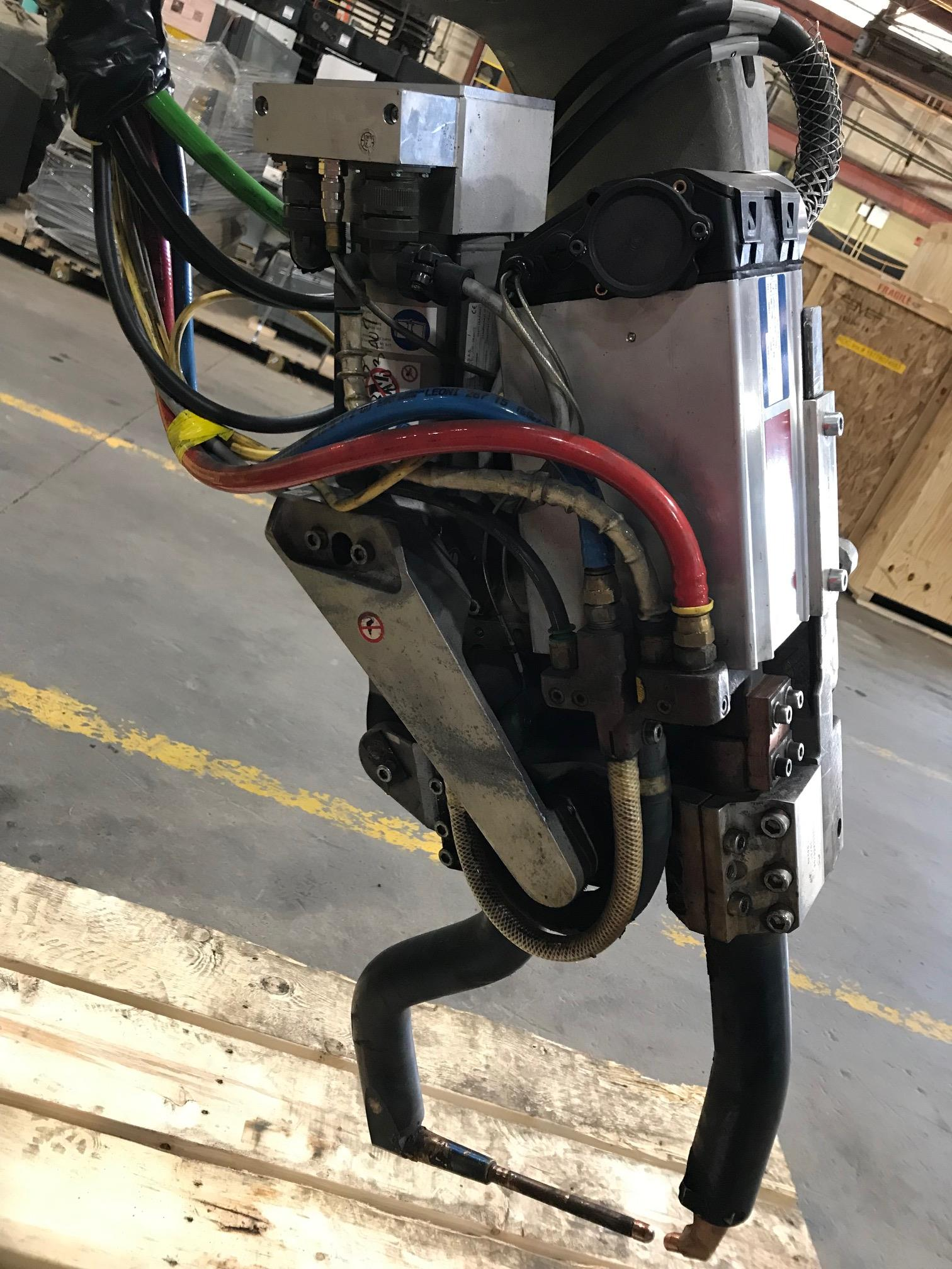 Lot 3 - 2009 Fanuc R-200iB Robot w/ R-30iA Controls -- Servo Driven Weld Gun End Effector