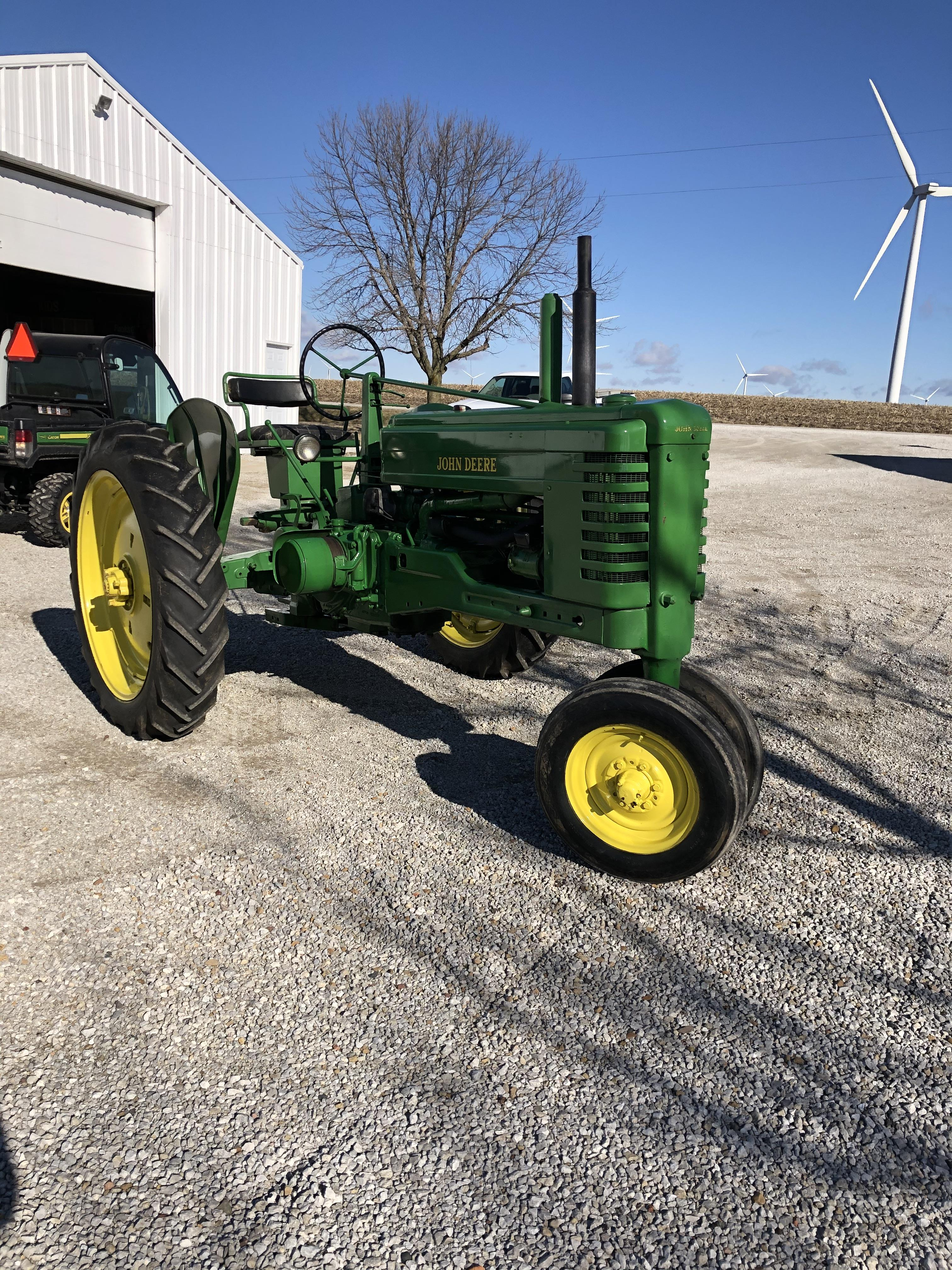 1951 John Deere B w/ Fenders Restored Sharp Looking and Running Tractor - Image 3 of 3