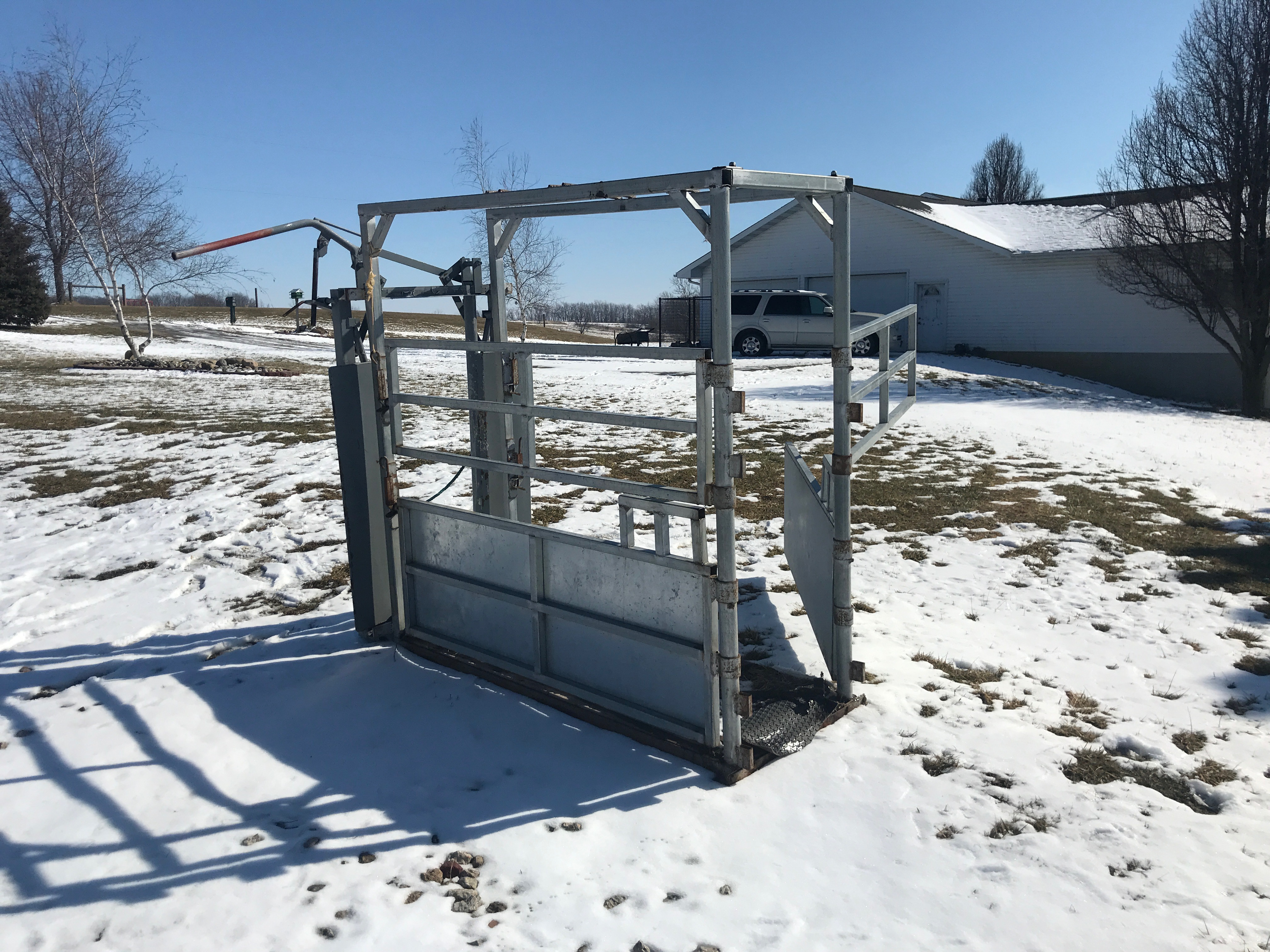 River Rode Cattle Chute, Manual Catch, Double Side Door, Wood Floor, (NICE CONDITION) - Image 2 of 4