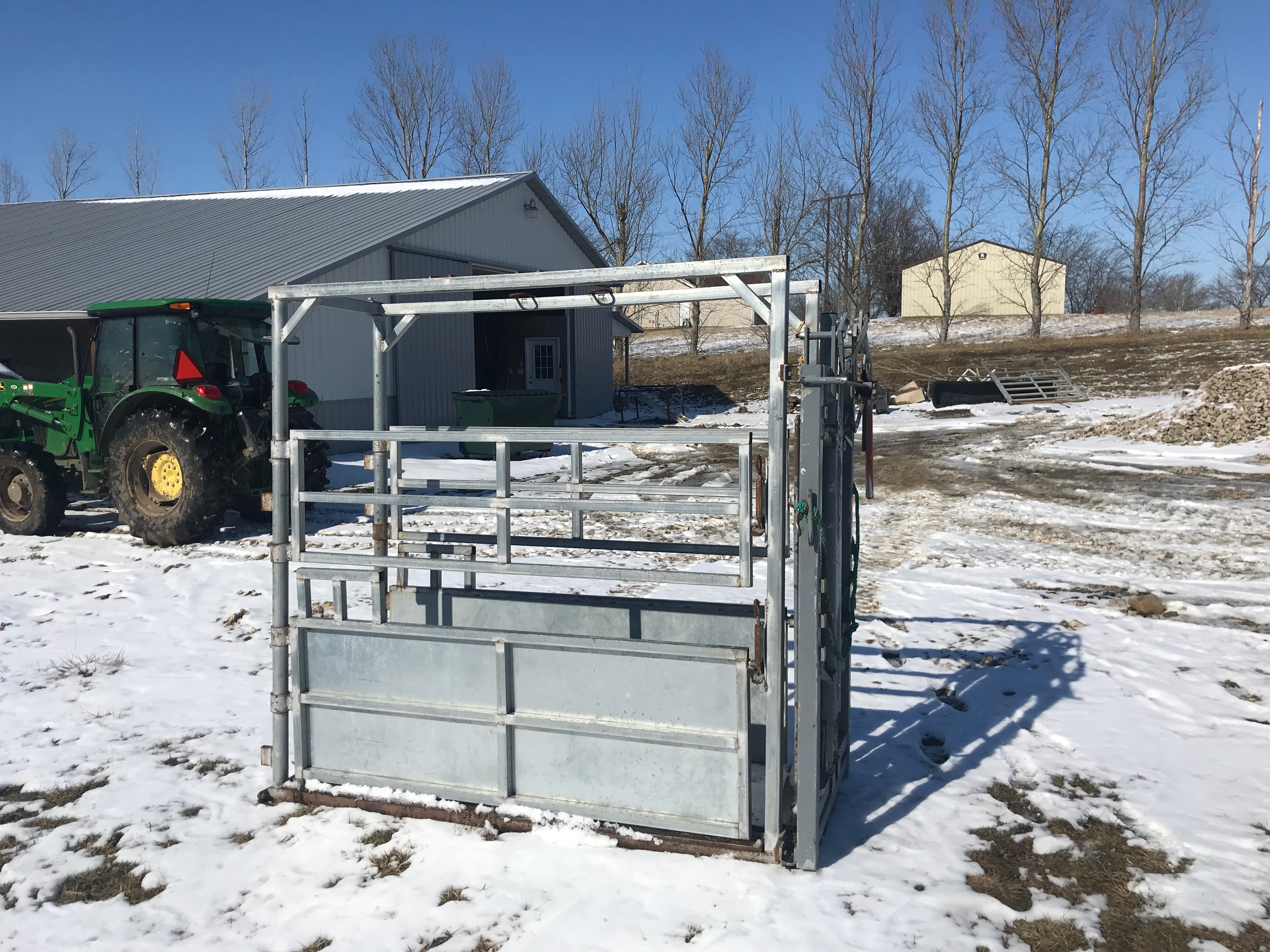 River Rode Cattle Chute, Manual Catch, Double Side Door, Wood Floor, (NICE CONDITION) - Image 3 of 4