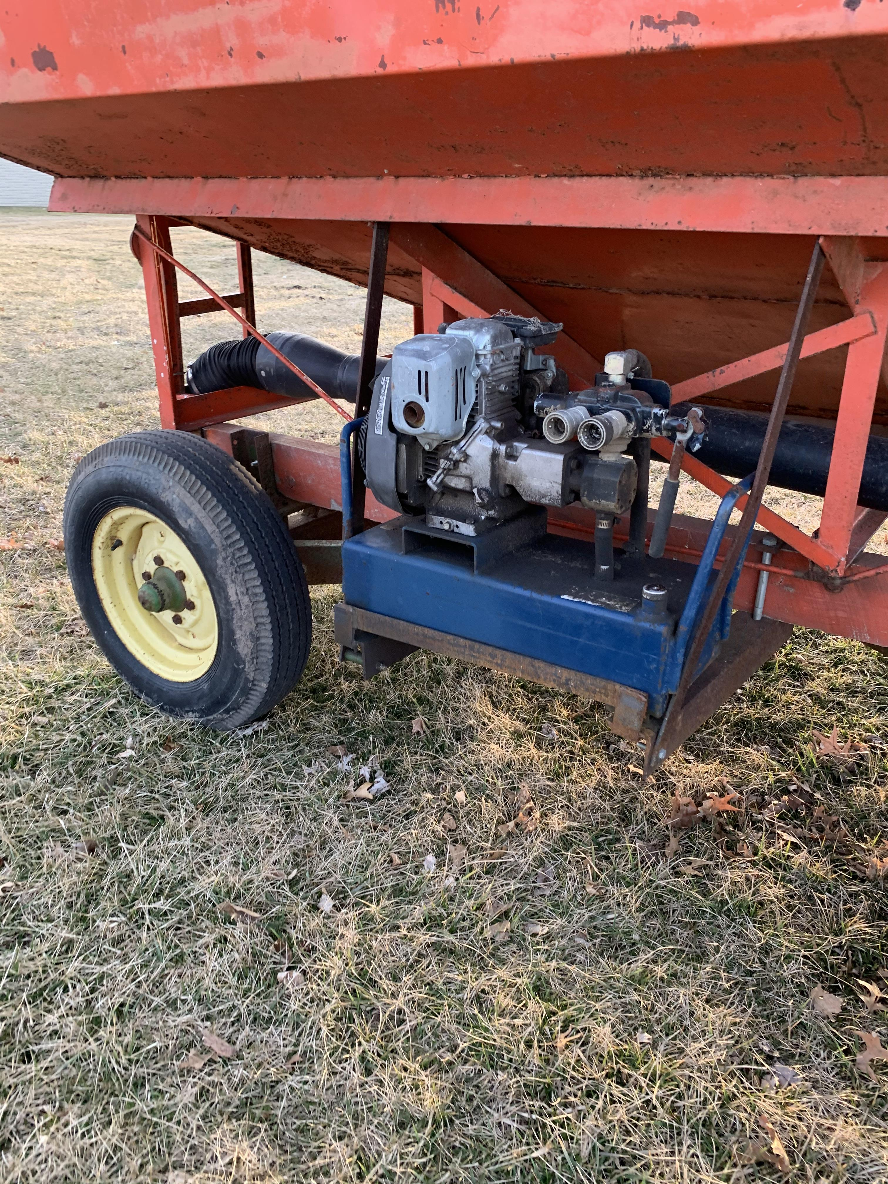 Killbros 250 Side Dump Wagon W/JD 1065 Gear, Hydraulic Drive Seed Auger - Image 4 of 4