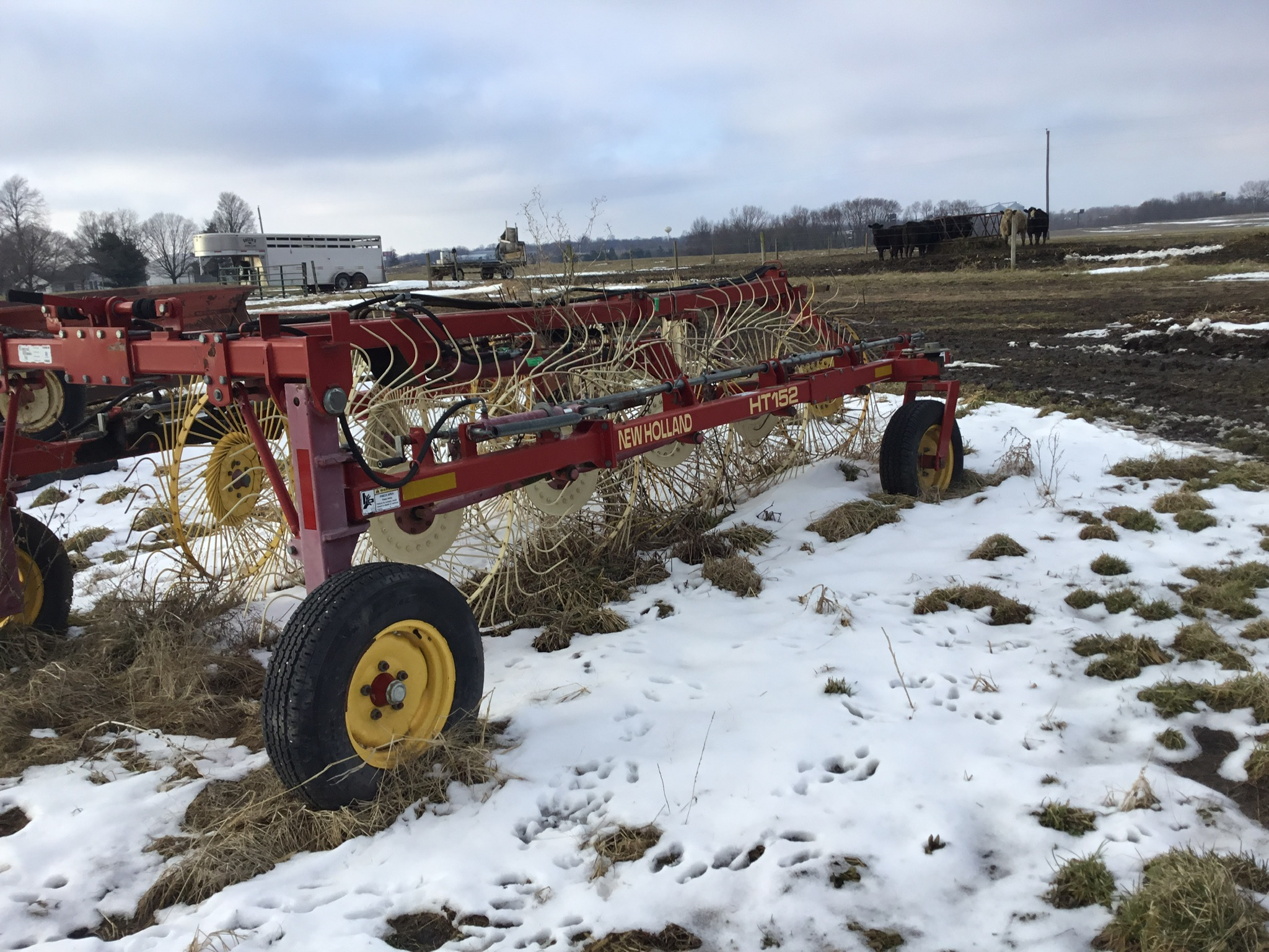 Lot 12 - New Holland HT 152 10 Wheel Rake, Hydraulic Lift