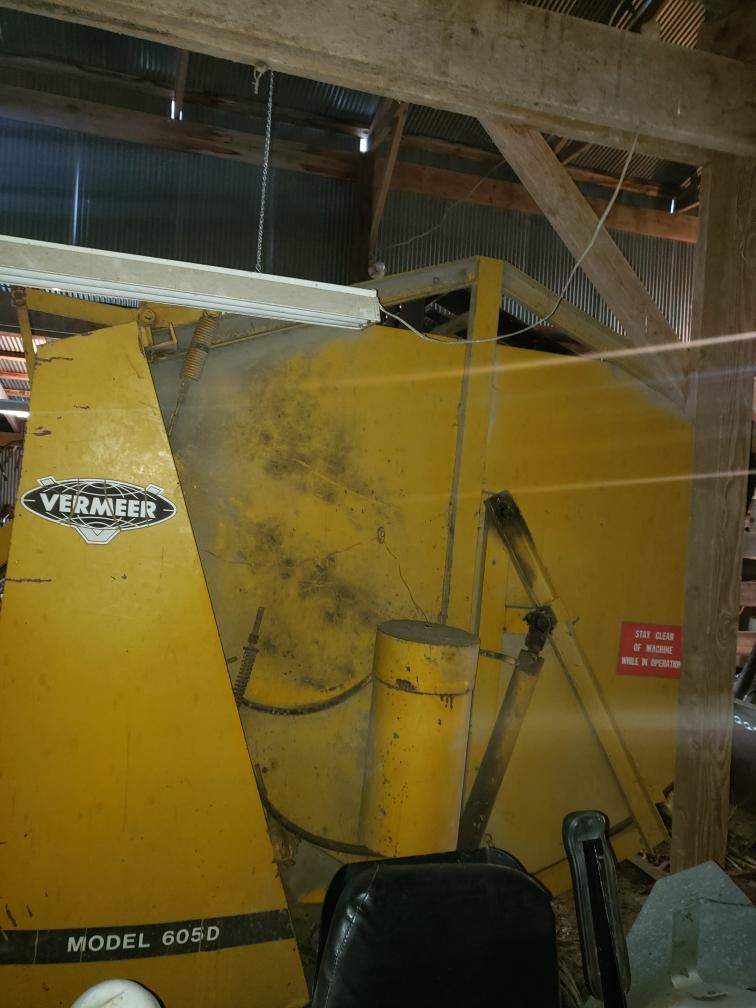 Lot 3 - Vermeer 605D Round Baler, Belts, Manual Tie