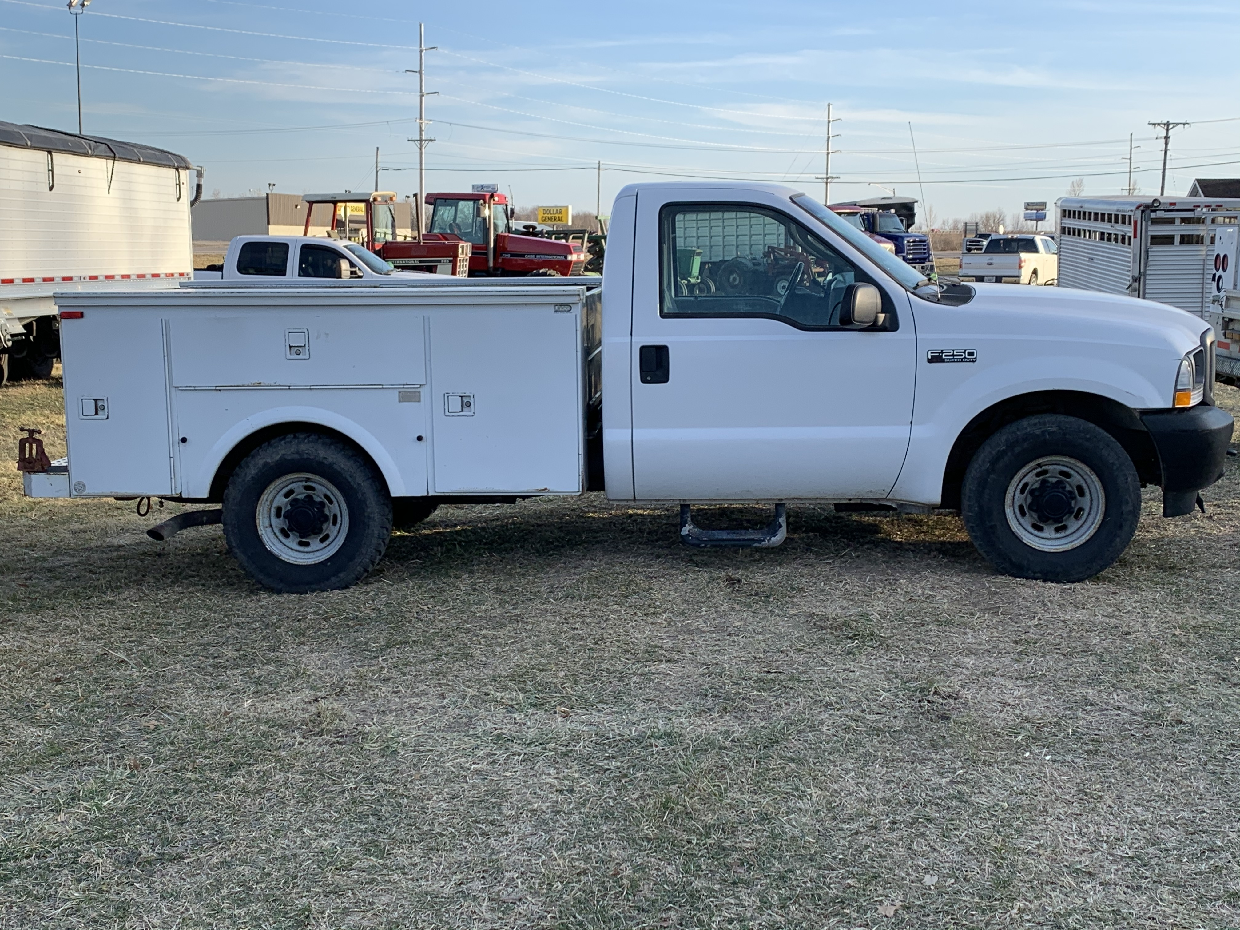 Lot 52 - 2003 Ford F-250 Gas, 2WD, Automatic, Service Truck White