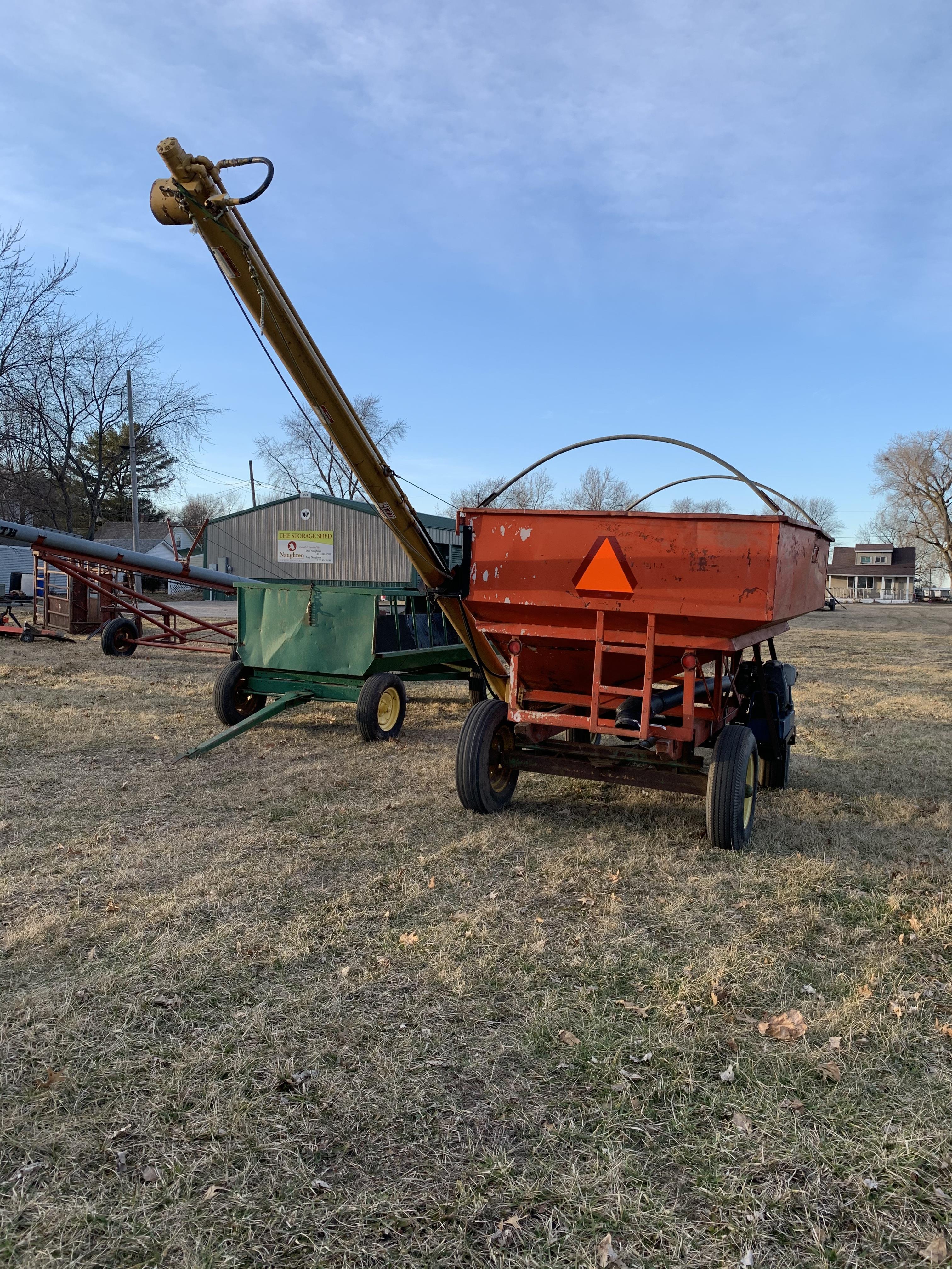 Killbros 250 Side Dump Wagon W/JD 1065 Gear, Hydraulic Drive Seed Auger