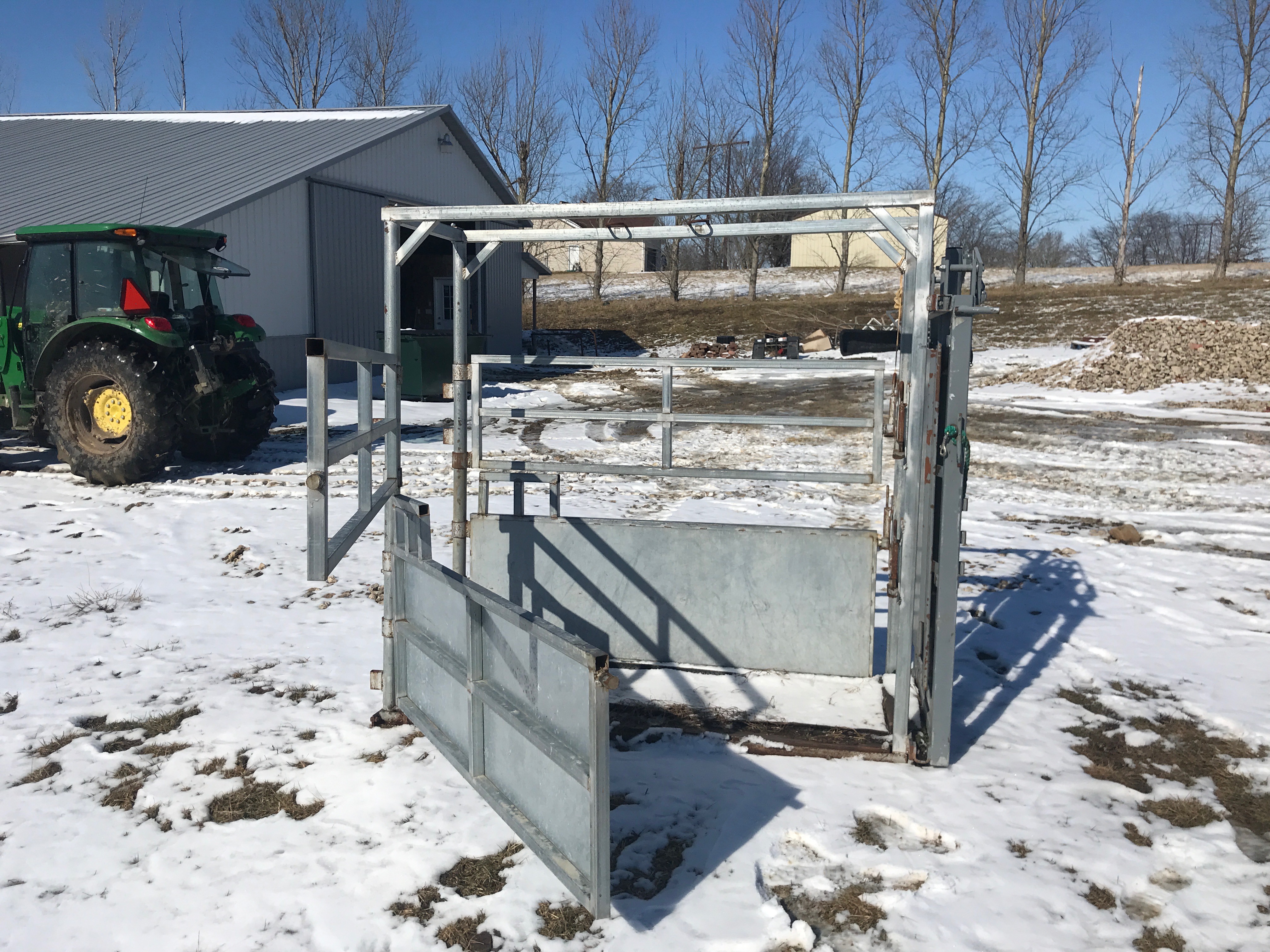 River Rode Cattle Chute, Manual Catch, Double Side Door, Wood Floor, (NICE CONDITION) - Image 4 of 4