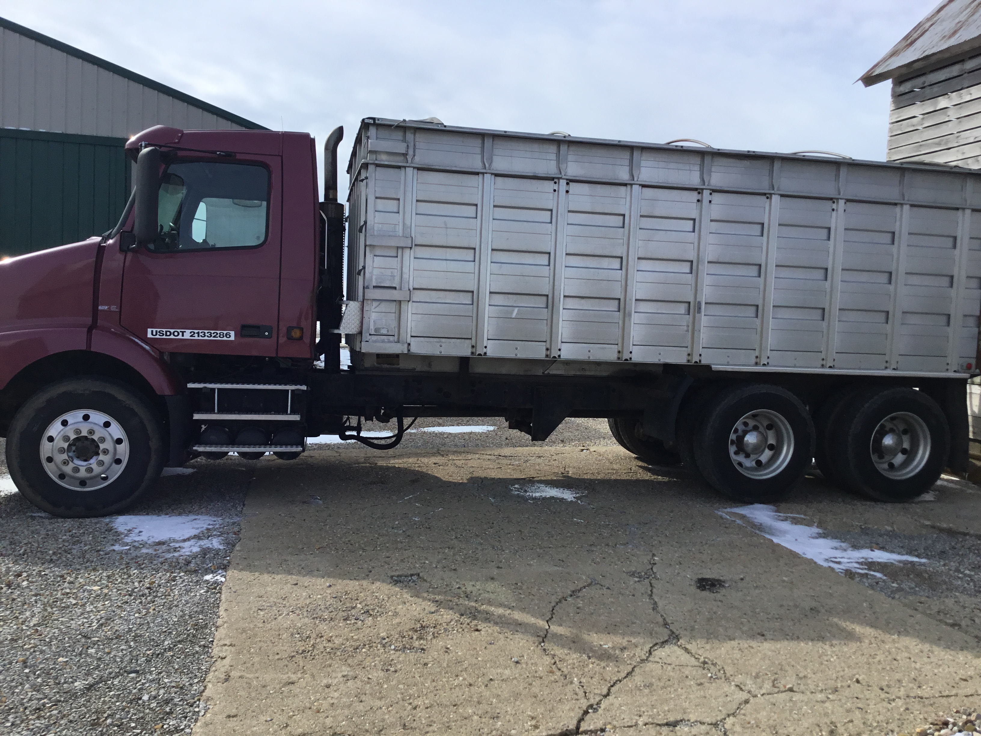 Lot 32 - 1996 Volvo Tandem, 10 Speed Transmission, 20 Ft. Aluminum Grain Bed, Cargo Doors, Air Ride