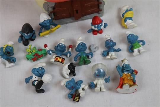 Original Schleich Smurfs Mushroom House with 13 Peyo Smurf
