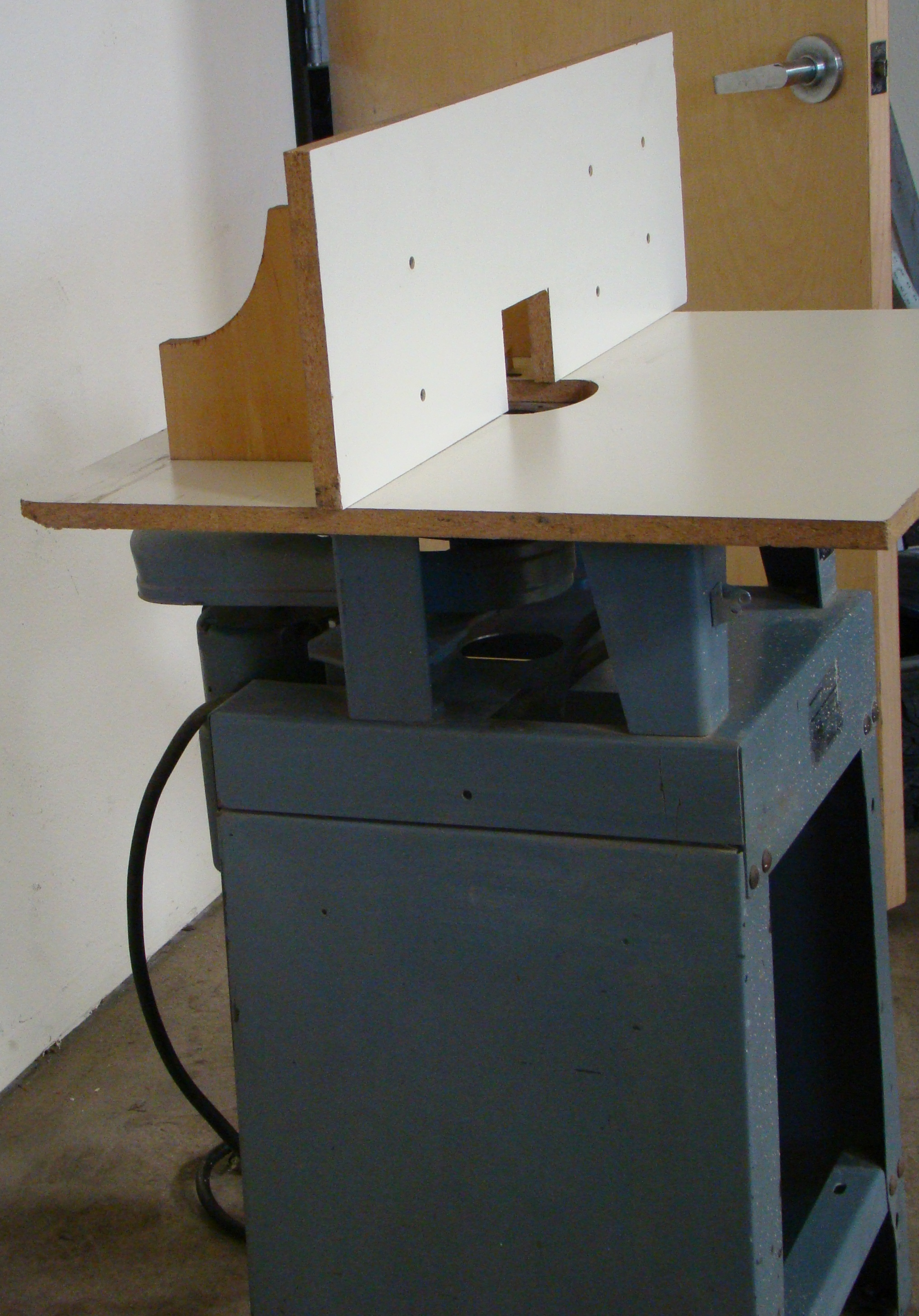 "Lot 40 - Rockwell Wood Shaper 1/2"" Spindle 1HP 115/230 Volt 1PH"
