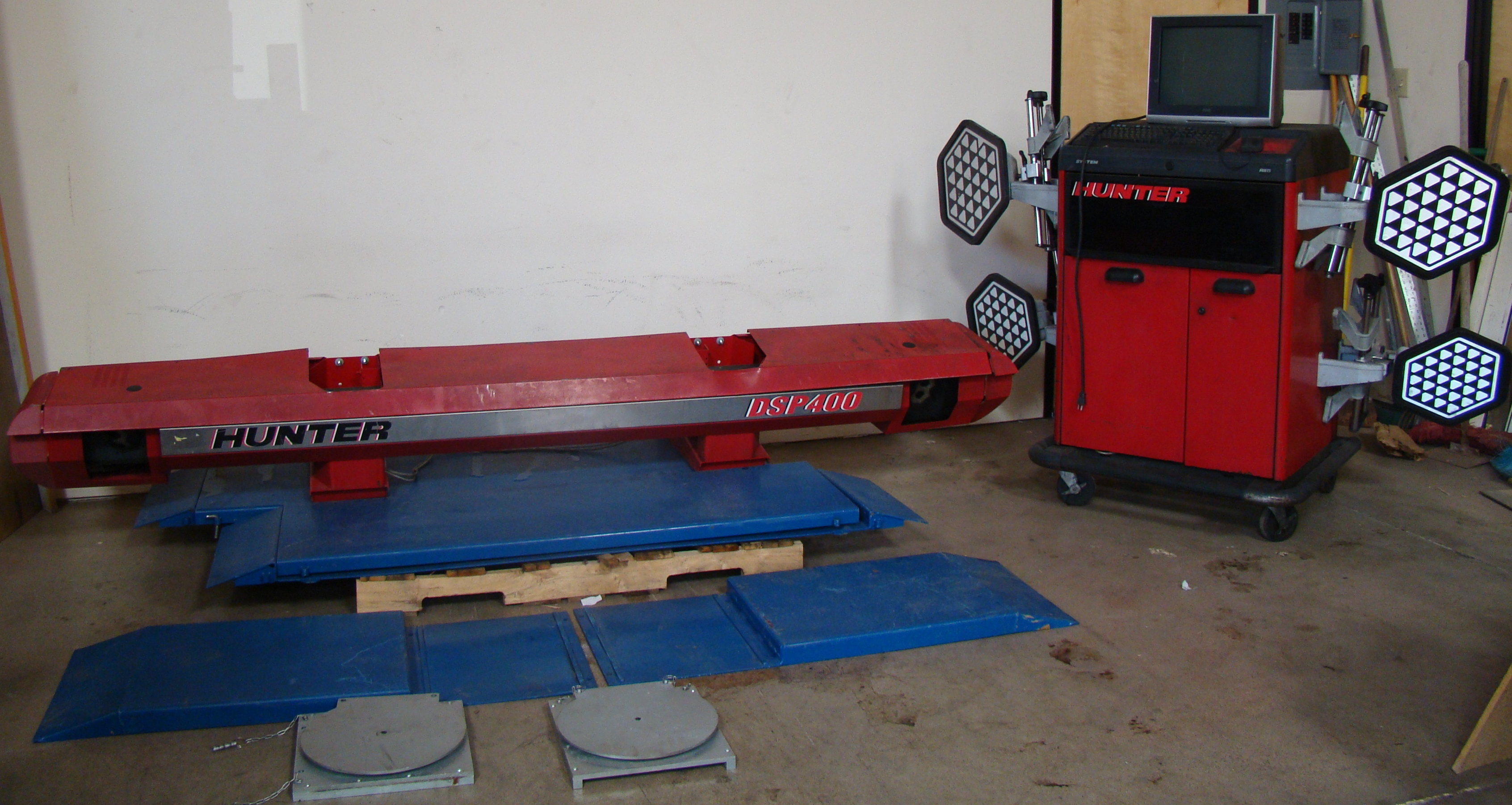 Lot 36 - Hunter DSP400 Alignment Machine, 4-DSP 400 sensors, compter, & mobile cart on wheels