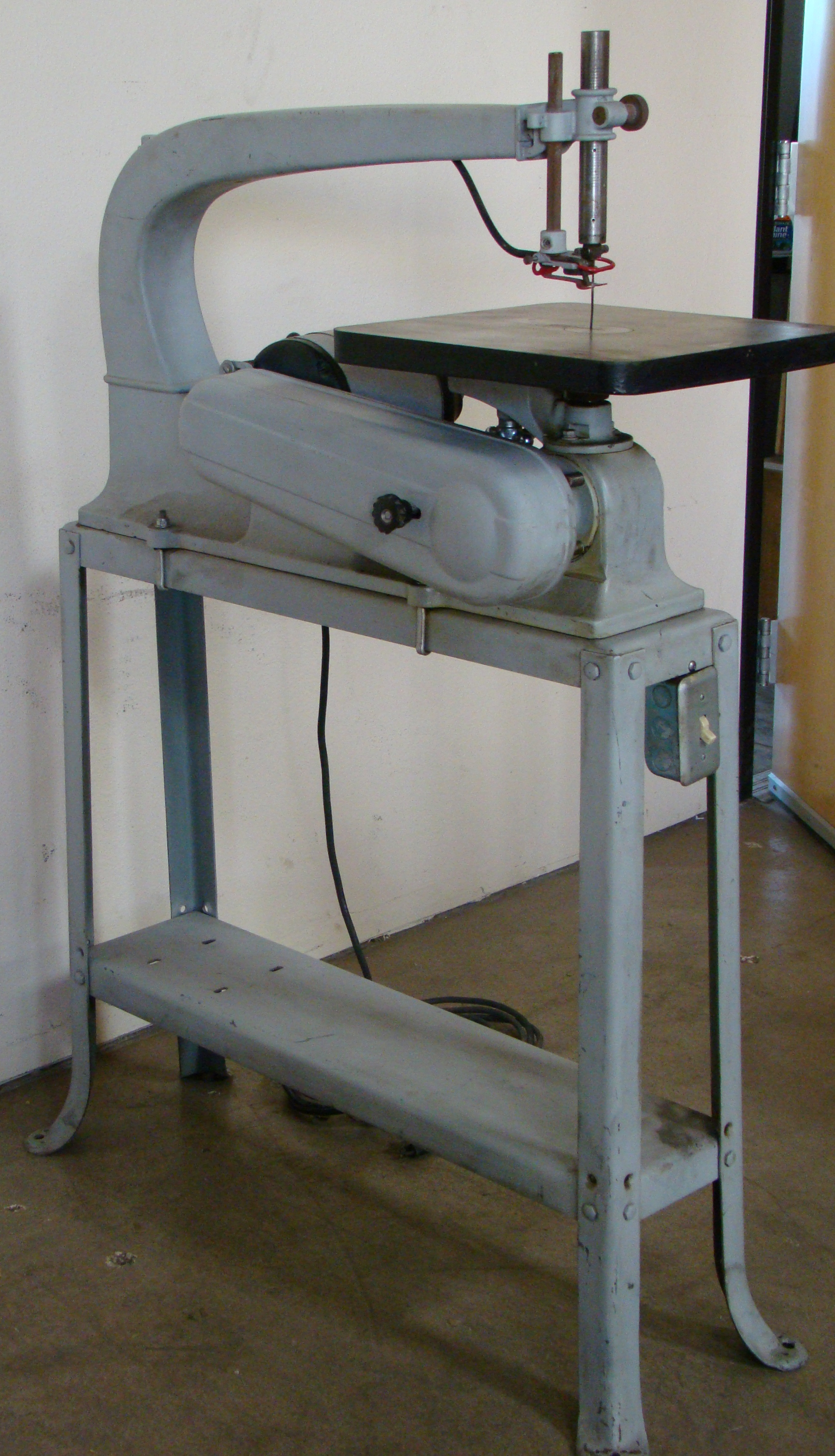 "Delta Rockwell 24"" Scroll Saw with Stand Model 1/8HP 115/230 Volt 1PH"