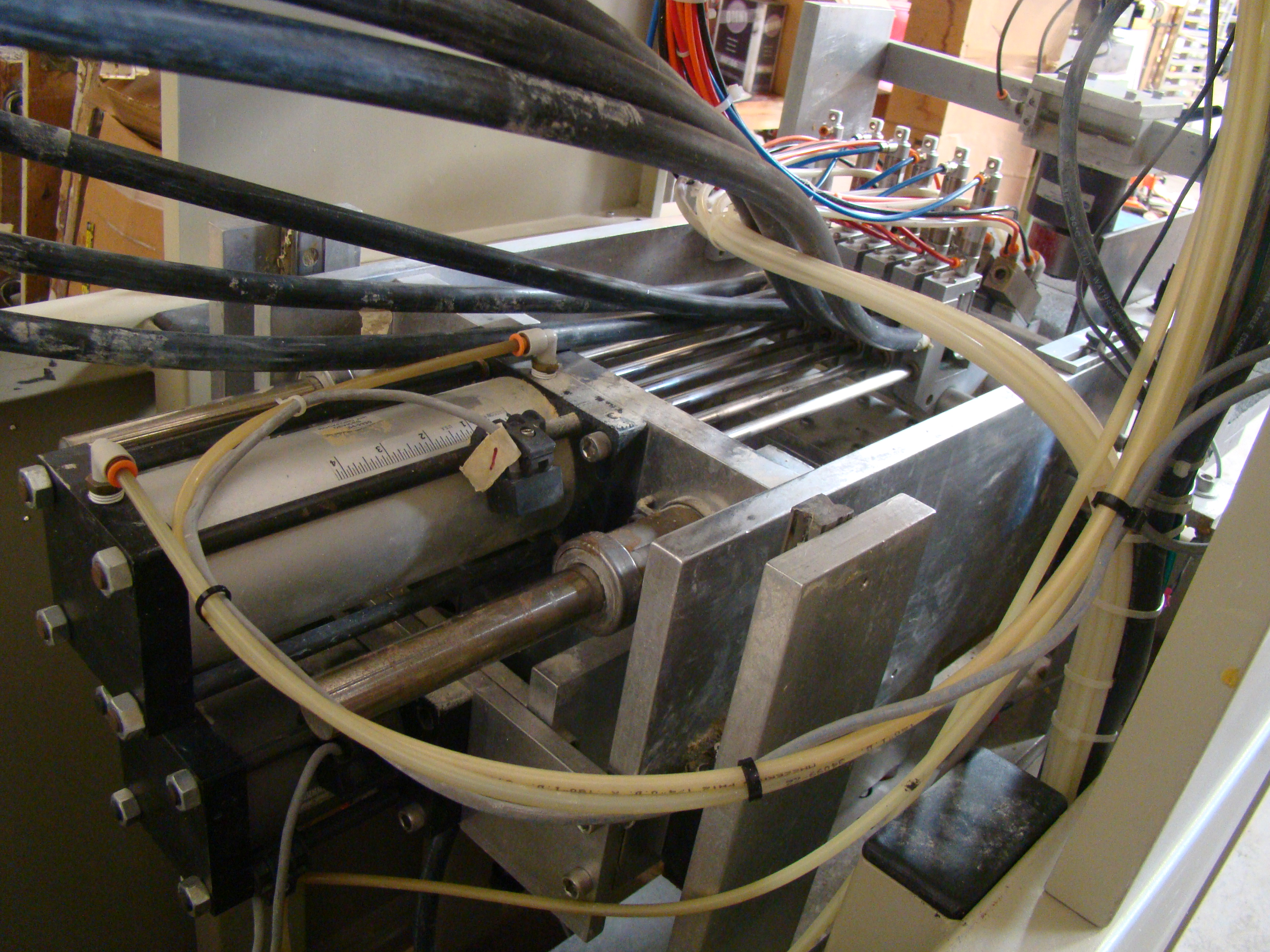 ACCU-Systems 366 Dowel Insertion Machine with Foot Pedal, Vibratory Bowl Feeders, Glue Pot 220 - Image 4 of 8
