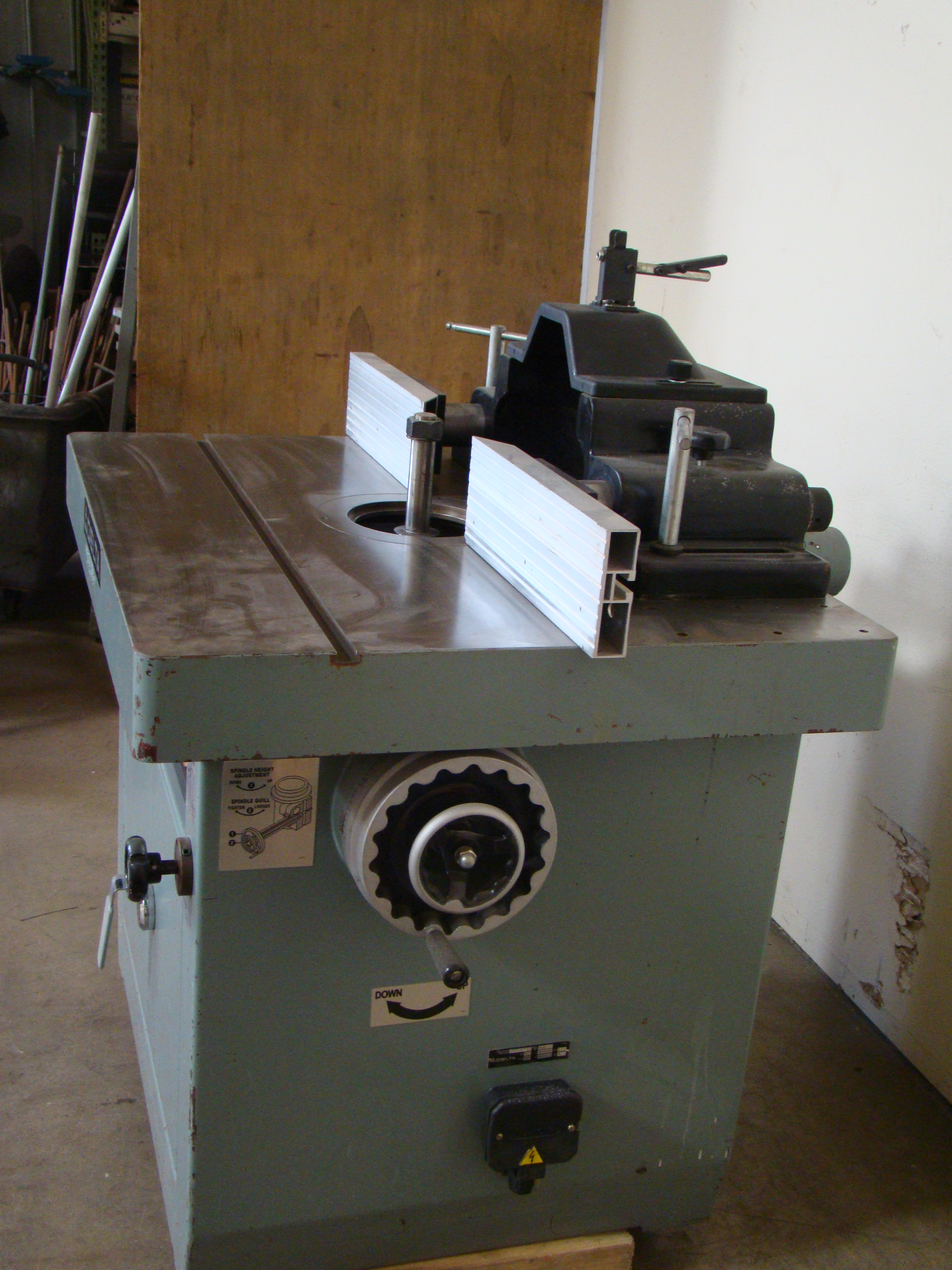 """Delta Wood Shaper 43-791 5 speed 1-1/4"""" Spindle 7.5 HP 200-220/440 Volt 3PH - Image 3 of 6"""