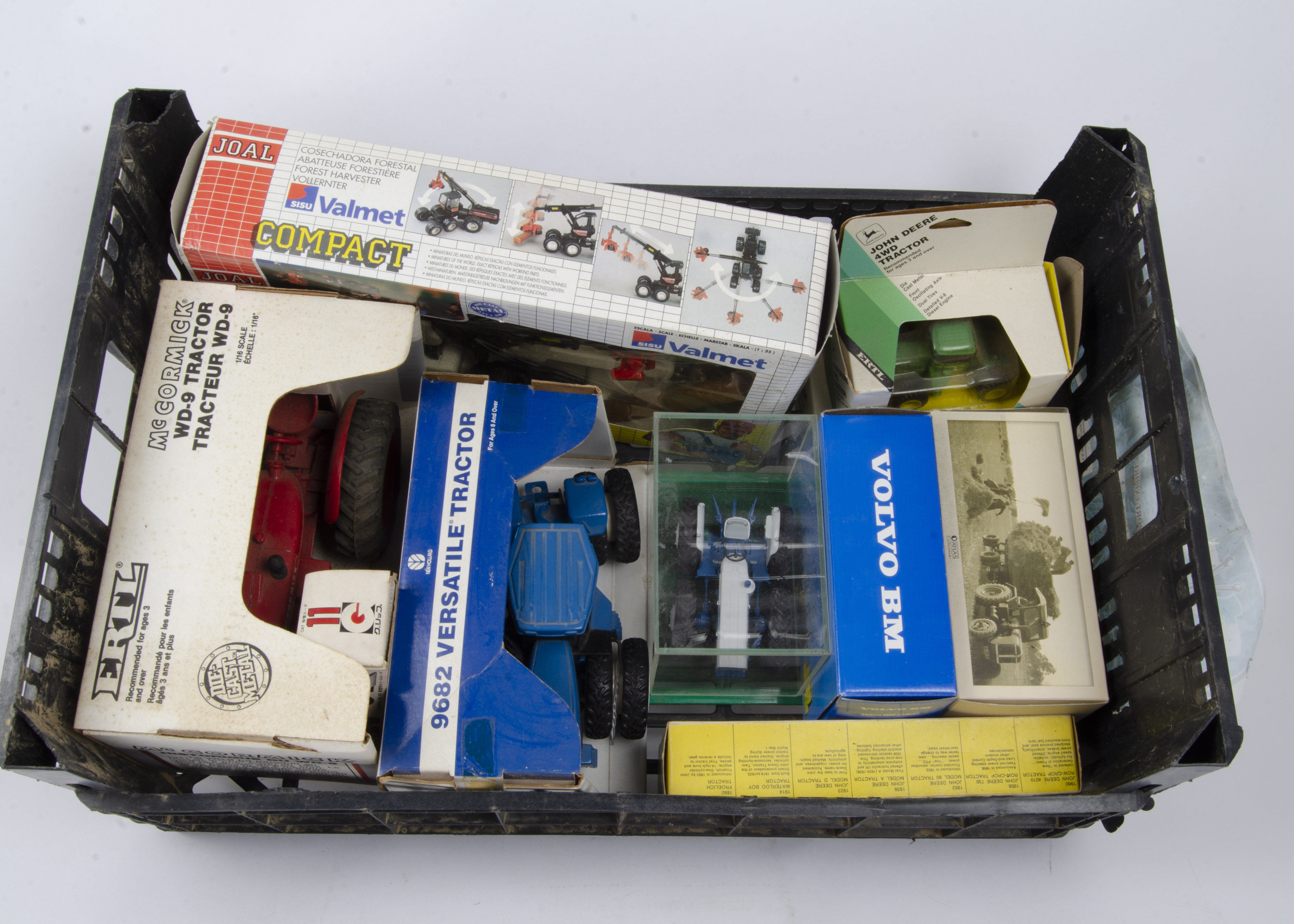 Farming and Commercial Vehicles, a boxed group including, ERTL, 633 1:16 scale McCormick tractor,
