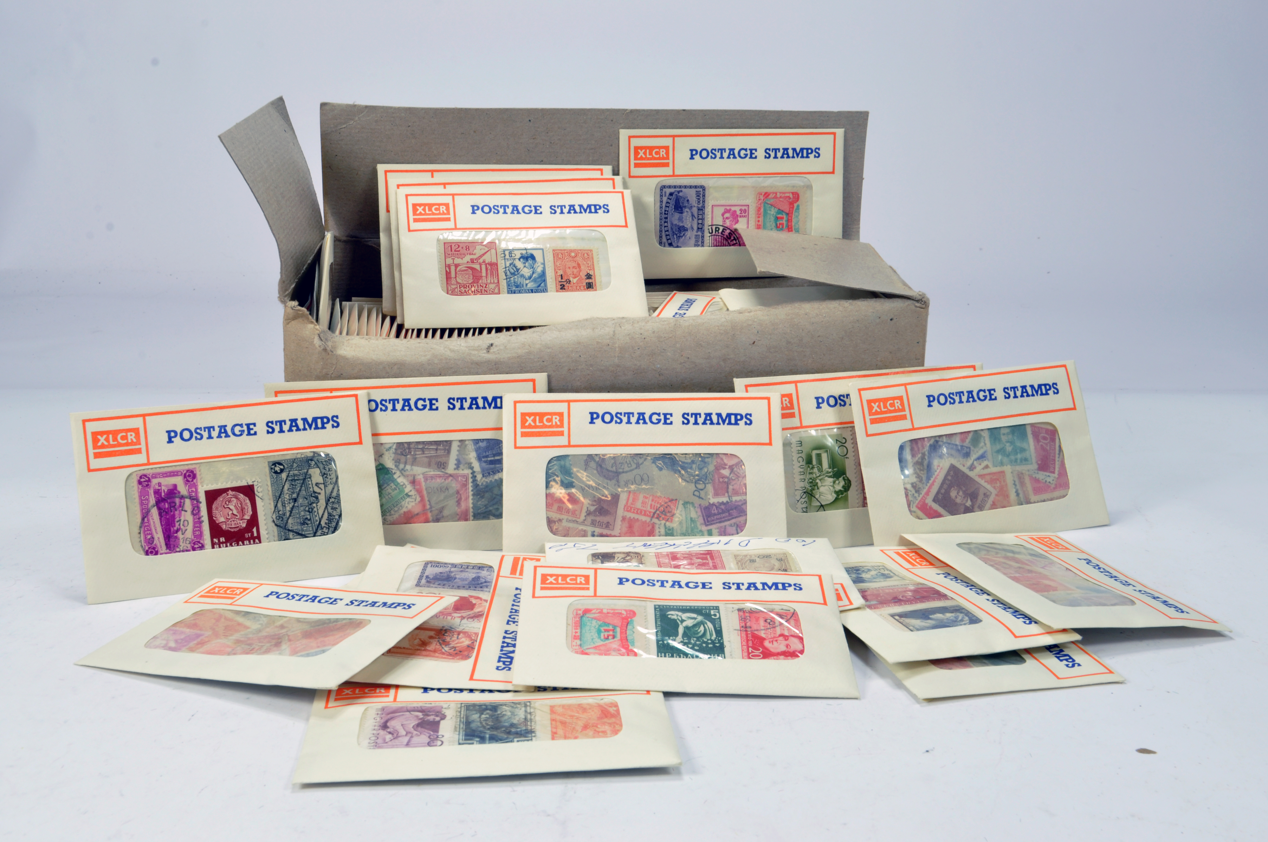 Group of postage stamps. Hundred of issues. Various countries. XLCR.