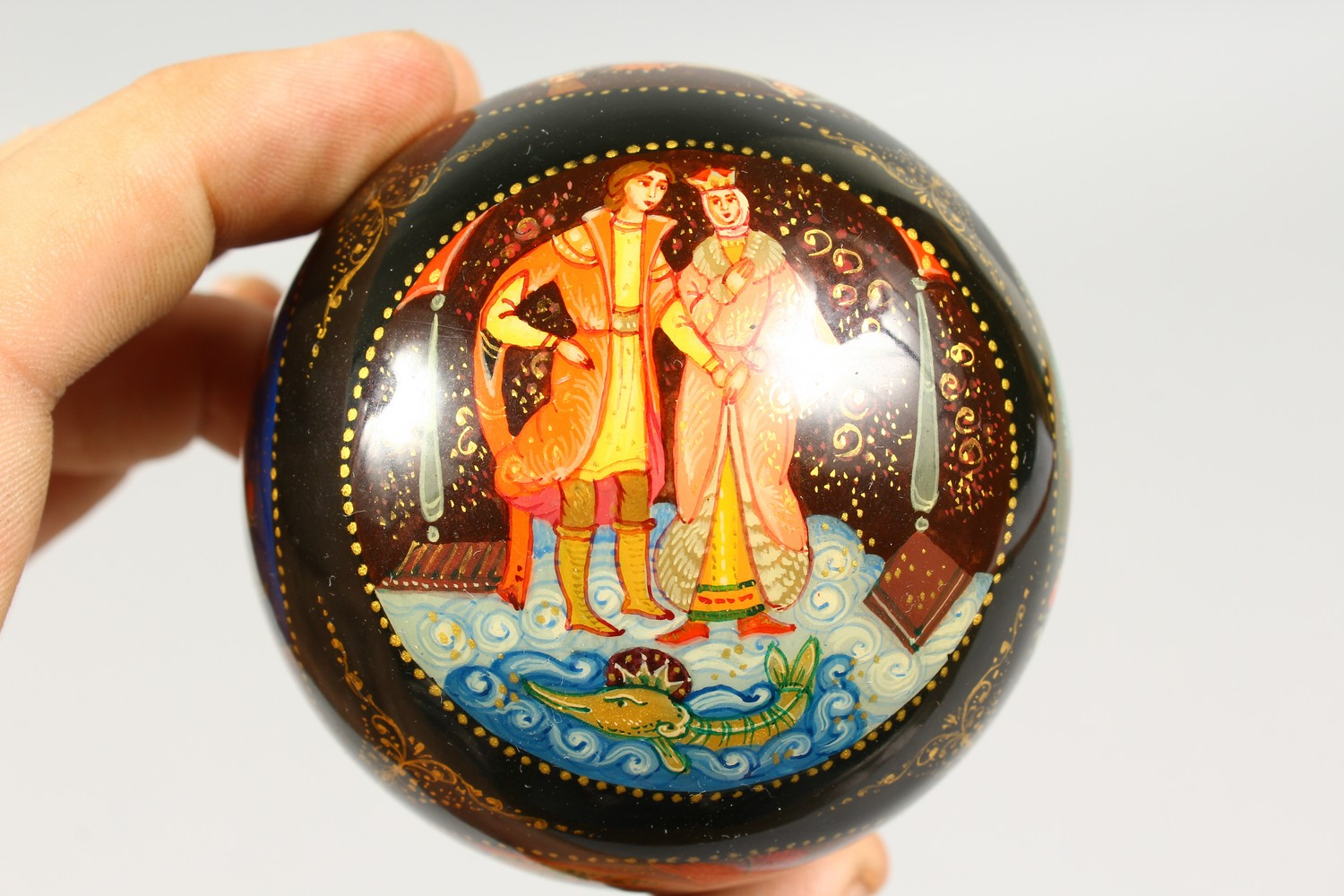 TWO SMALL RUSSIAN CIRCULAR BLACK PAPIER MACHE BOXES AND COVERS. 2.5ins diameter. - Image 6 of 12