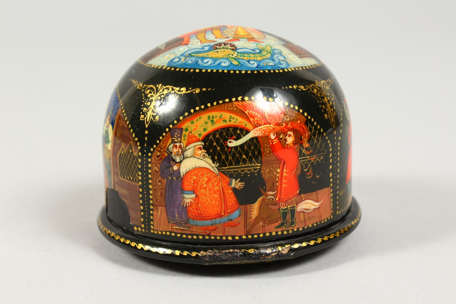 TWO SMALL RUSSIAN CIRCULAR BLACK PAPIER MACHE BOXES AND COVERS. 2.5ins diameter. - Image 7 of 12