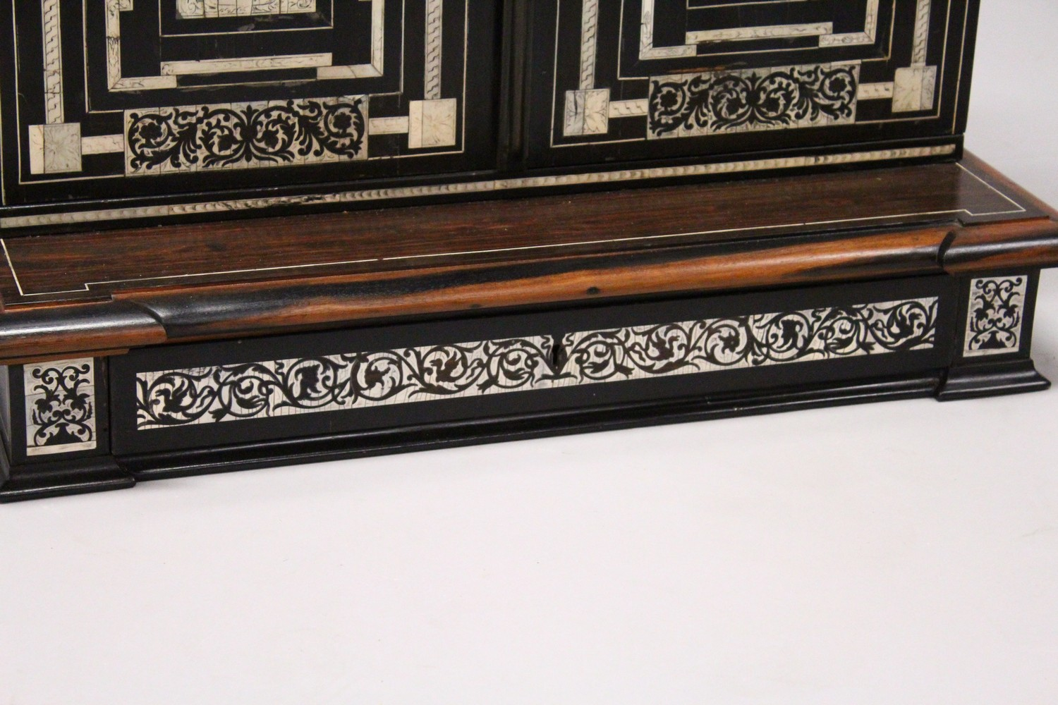 AN IVORY INLAID EBONY TABLE CABINET, the pair of doors inlaid with ached panels decorated with - Image 3 of 8