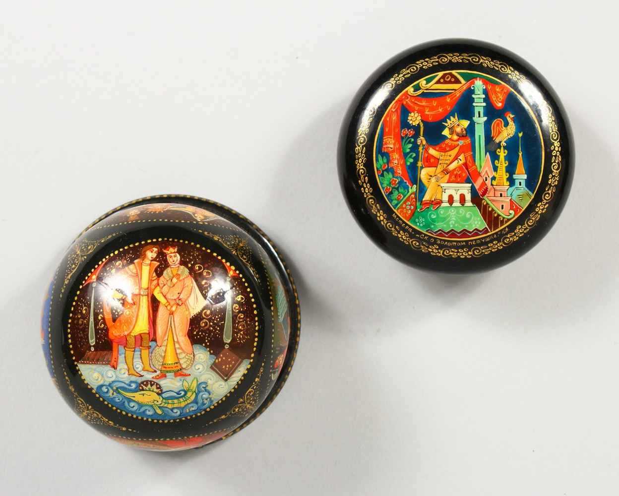 TWO SMALL RUSSIAN CIRCULAR BLACK PAPIER MACHE BOXES AND COVERS. 2.5ins diameter.