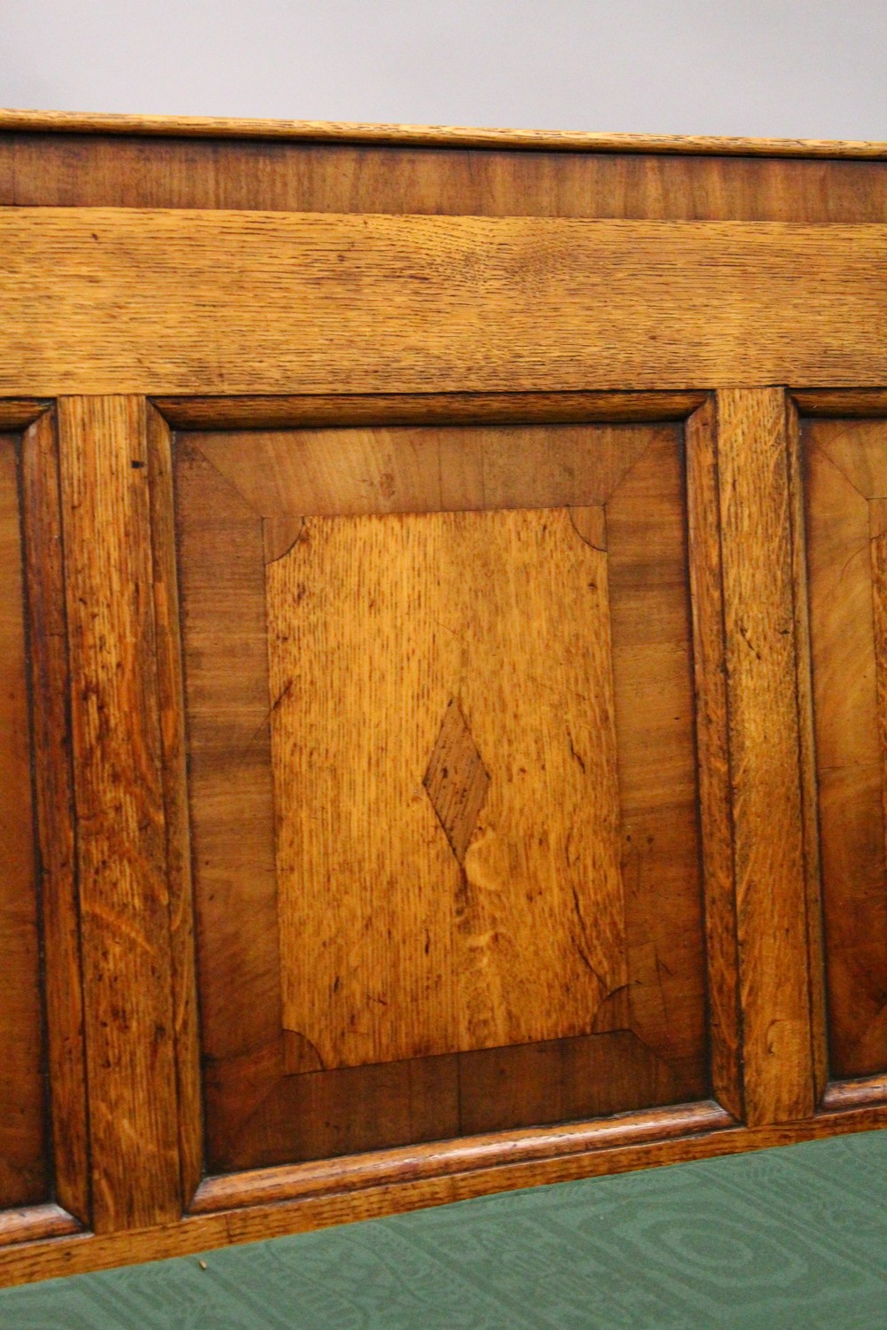 AN 18TH CENTURY OAK PANEL BACK SETTLE, with five mahogany banded panels, loose cushion, on turned - Image 3 of 6