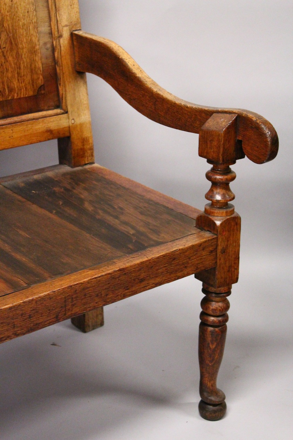 AN 18TH CENTURY OAK PANEL BACK SETTLE, with five mahogany banded panels, loose cushion, on turned - Image 6 of 6