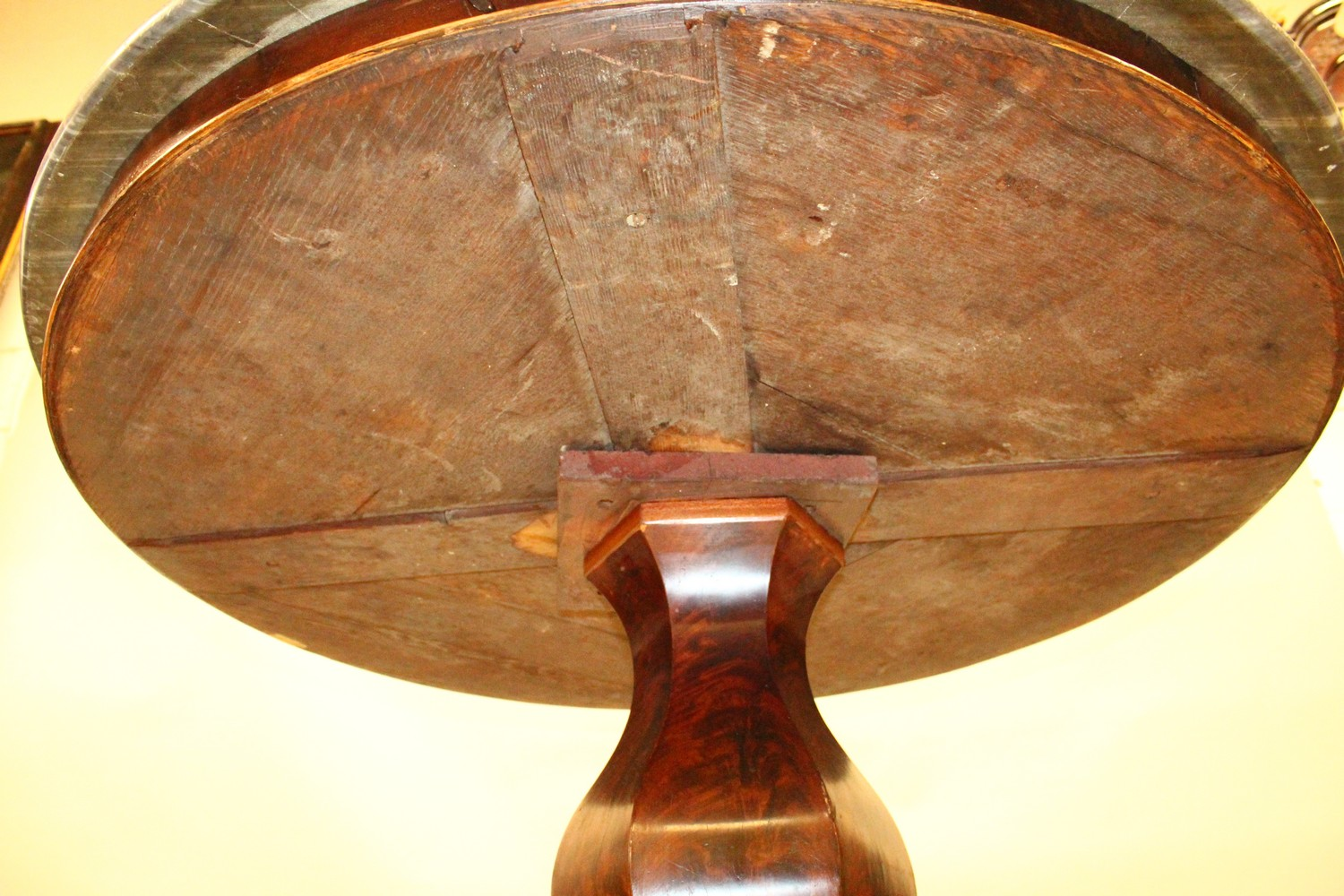 A 19TH CENTURY ROSEWOOD AND GREY MARBLE CIRCULAR CENTRE TABLE, with veined grey marble top, plain - Image 4 of 4