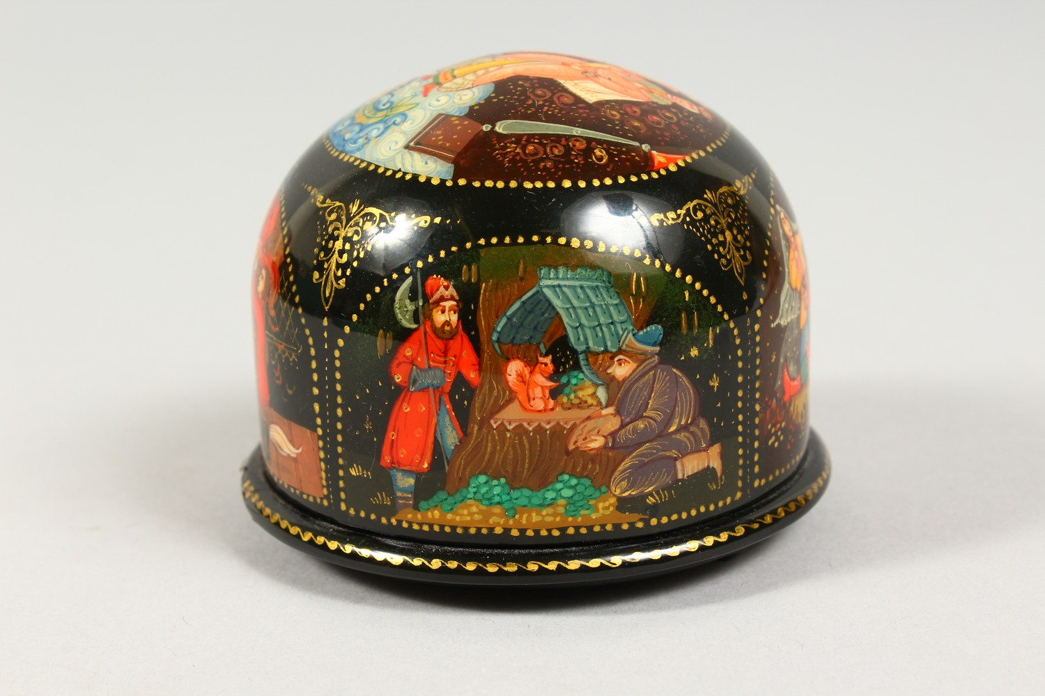 TWO SMALL RUSSIAN CIRCULAR BLACK PAPIER MACHE BOXES AND COVERS. 2.5ins diameter. - Image 8 of 12