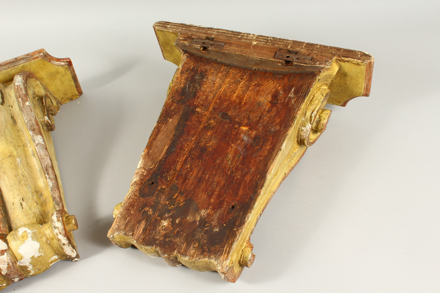 A PAIR OF 19TH/20TH CENTURY CARVED, GESSO AND PAINTED SCROLLING WALL BRACKETS. 41cms high x 40cms - Image 9 of 10