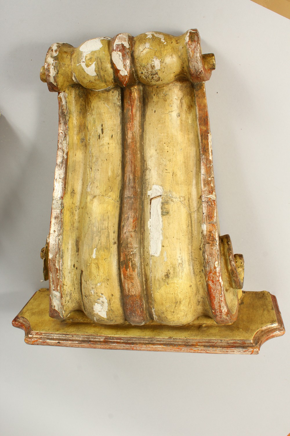 A PAIR OF 19TH/20TH CENTURY CARVED, GESSO AND PAINTED SCROLLING WALL BRACKETS. 41cms high x 40cms - Image 4 of 10