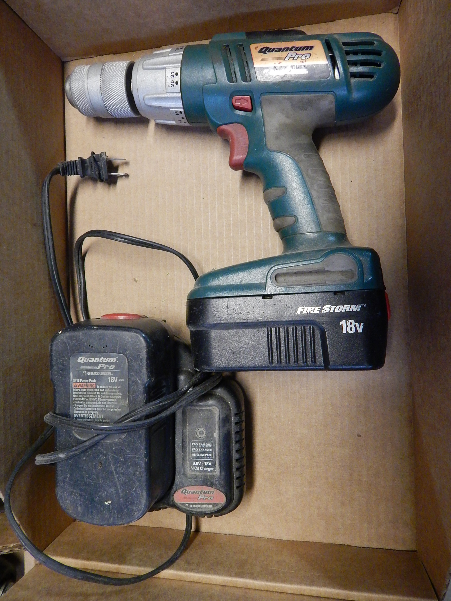 Lot 42 - Black and Decker Quantum Pro 18V Cordless Drill w/ (2) Batteries and Charger
