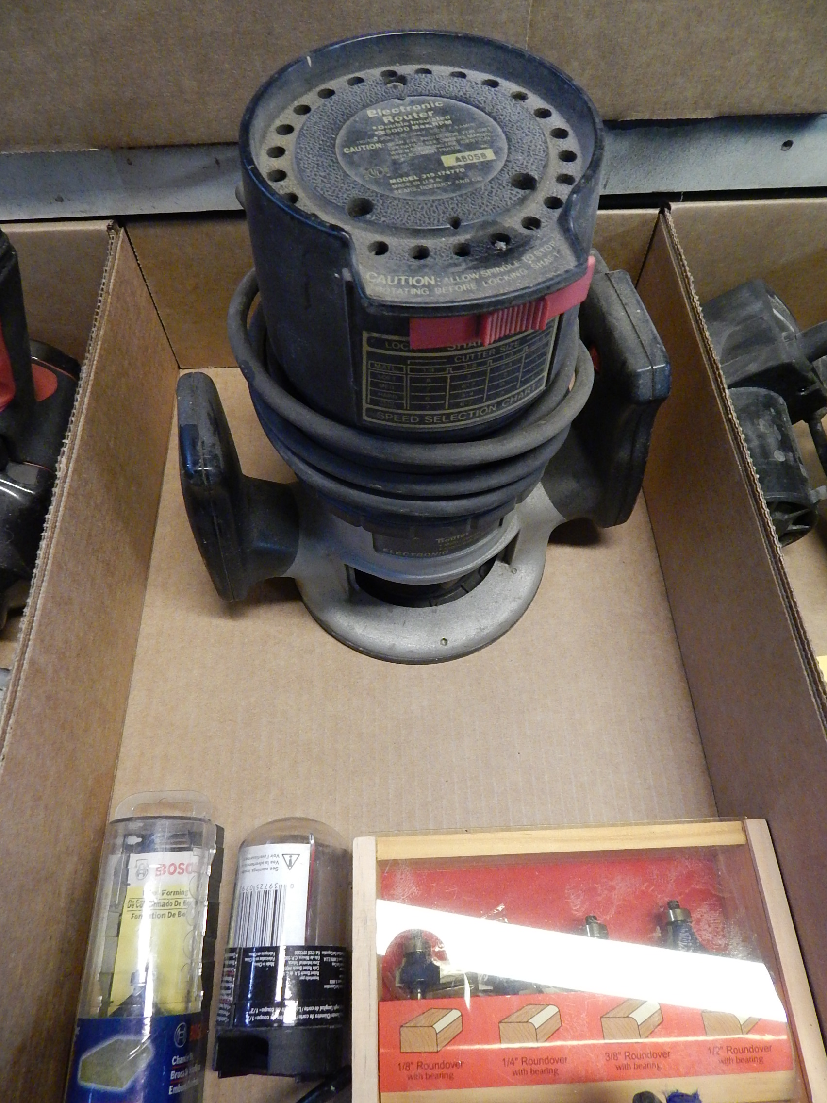 Lot 34 - Sears/Craftsman 25,000 RPM Router w/Router Bits