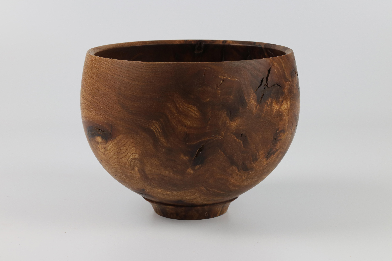 Lot 67 - Mark Baker (UK) burr elm bowl 15x19cm. Signed