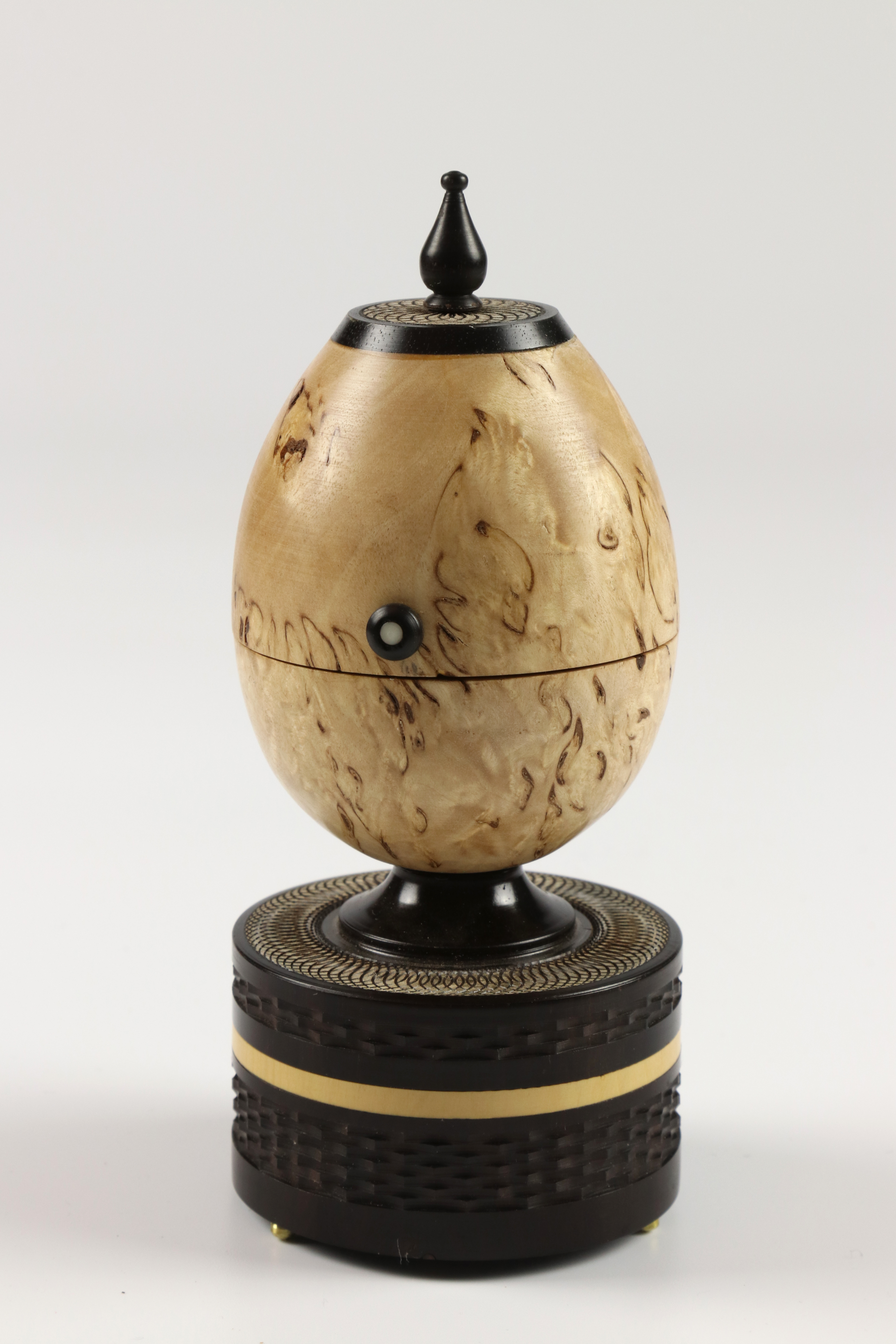 Lot 95 - Reg Hawthorne (UK) masur birch, africam blackwood and brass egg box 16x7cm. Signed