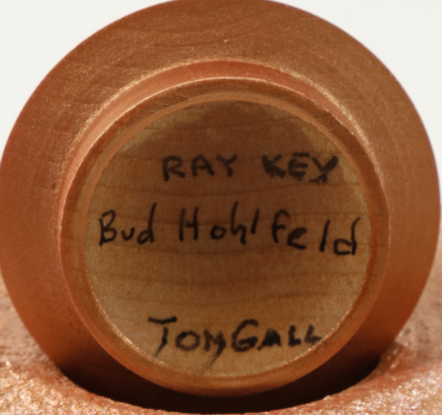 Tom Gall & Bud Hohlfeld (USA) coloured and textured hollow form 16x10cm. Signed - Image 3 of 3