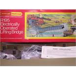 OO GAUGE - A Hornby R195 electrically operated lif
