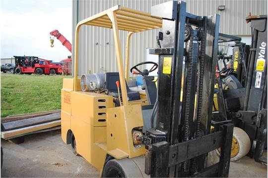 ALLIS CHALMERS 12,000 LB  CAPACITY FORKLIFT