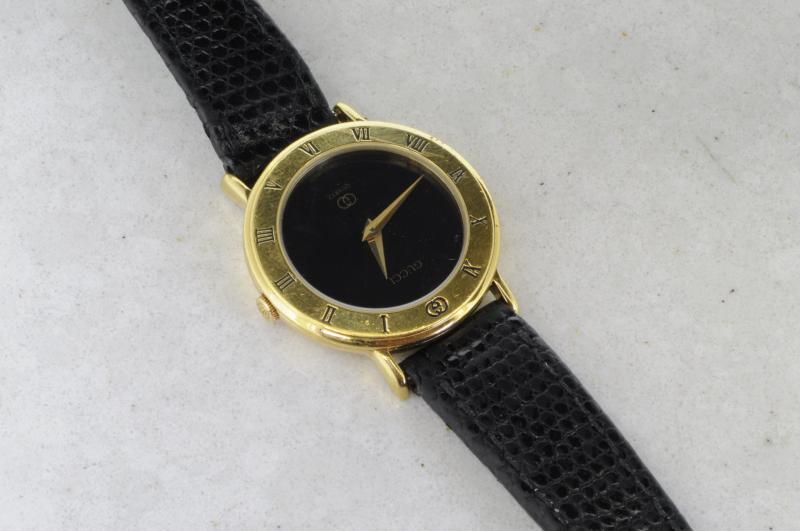 c8e7bd984e9 Ladies  39  Gucci watch