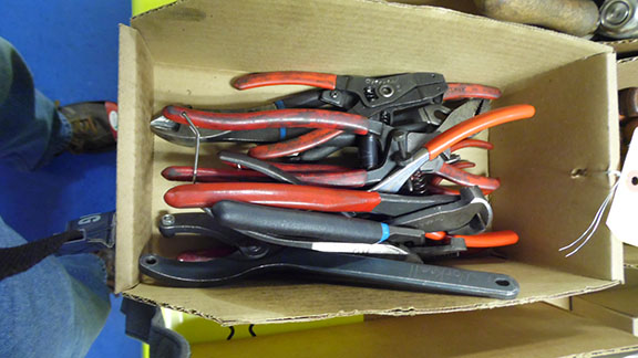 Lot 34 - LOT OF ASSORTED PLIERS & CUTTERS